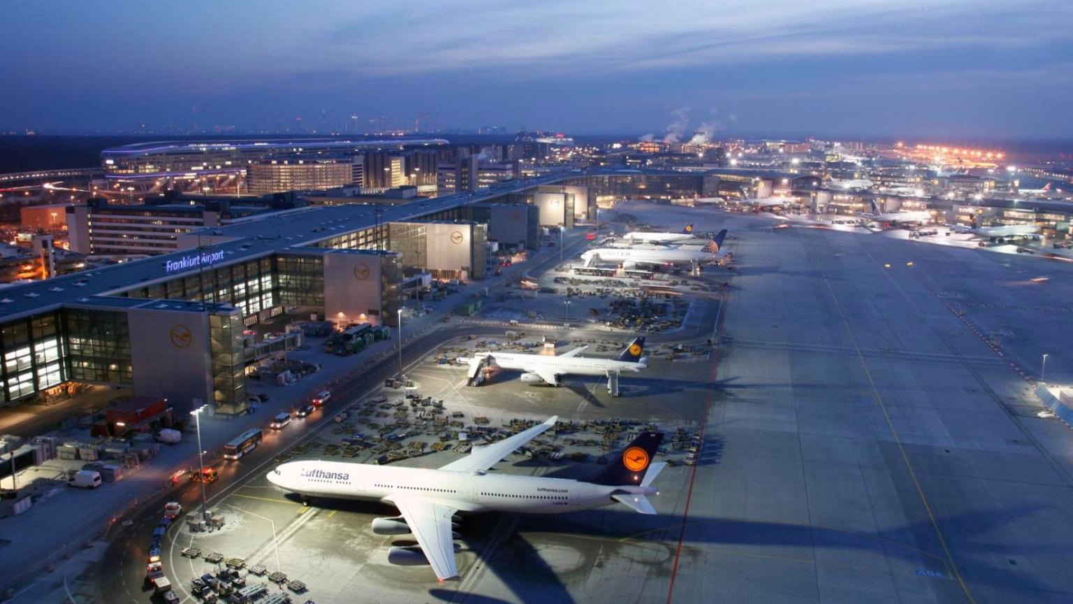 Frankfurt am Main Airport's new Terminal A+. €700 mln to save you 15 minutes.