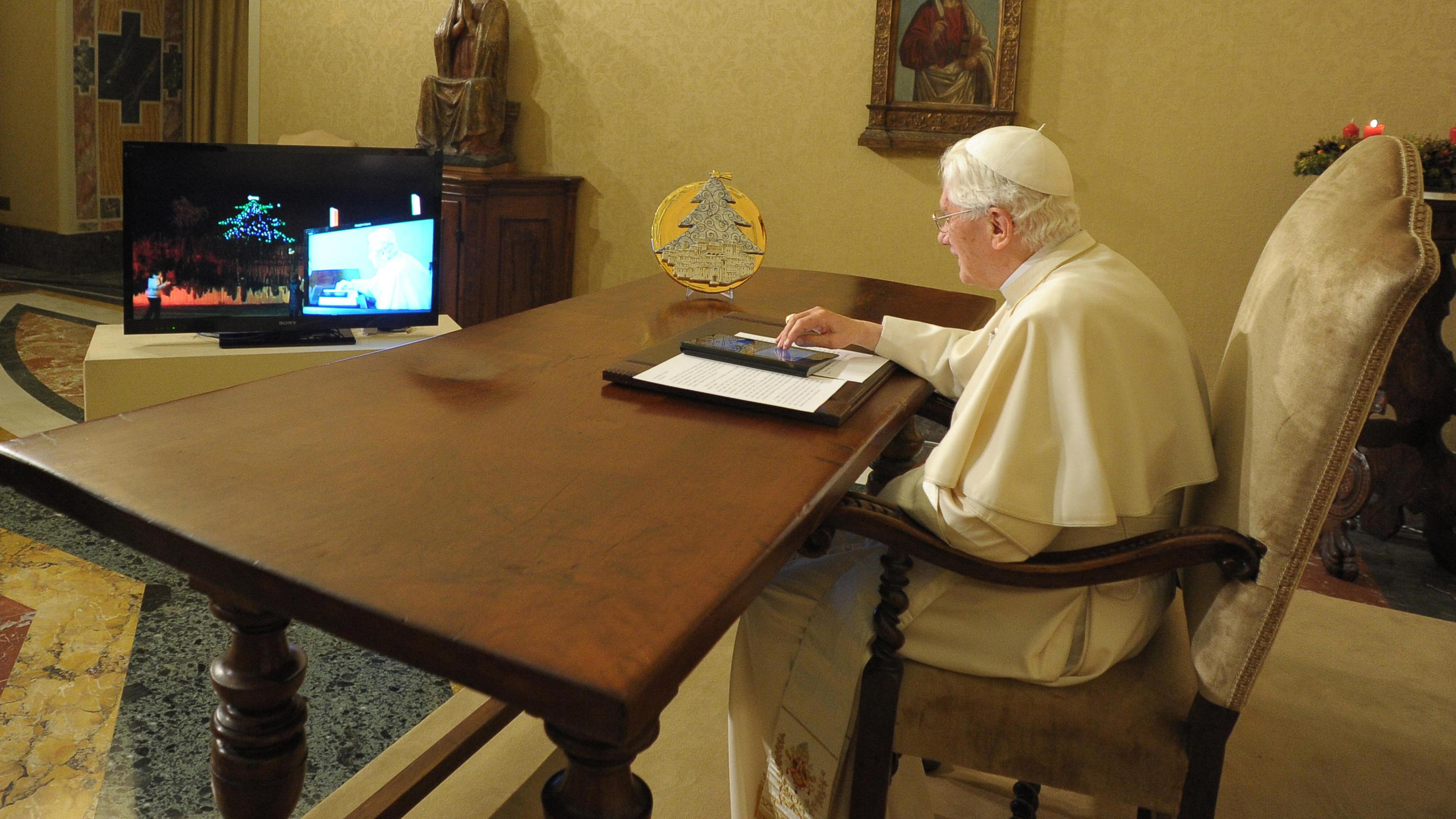 Pope on ipad