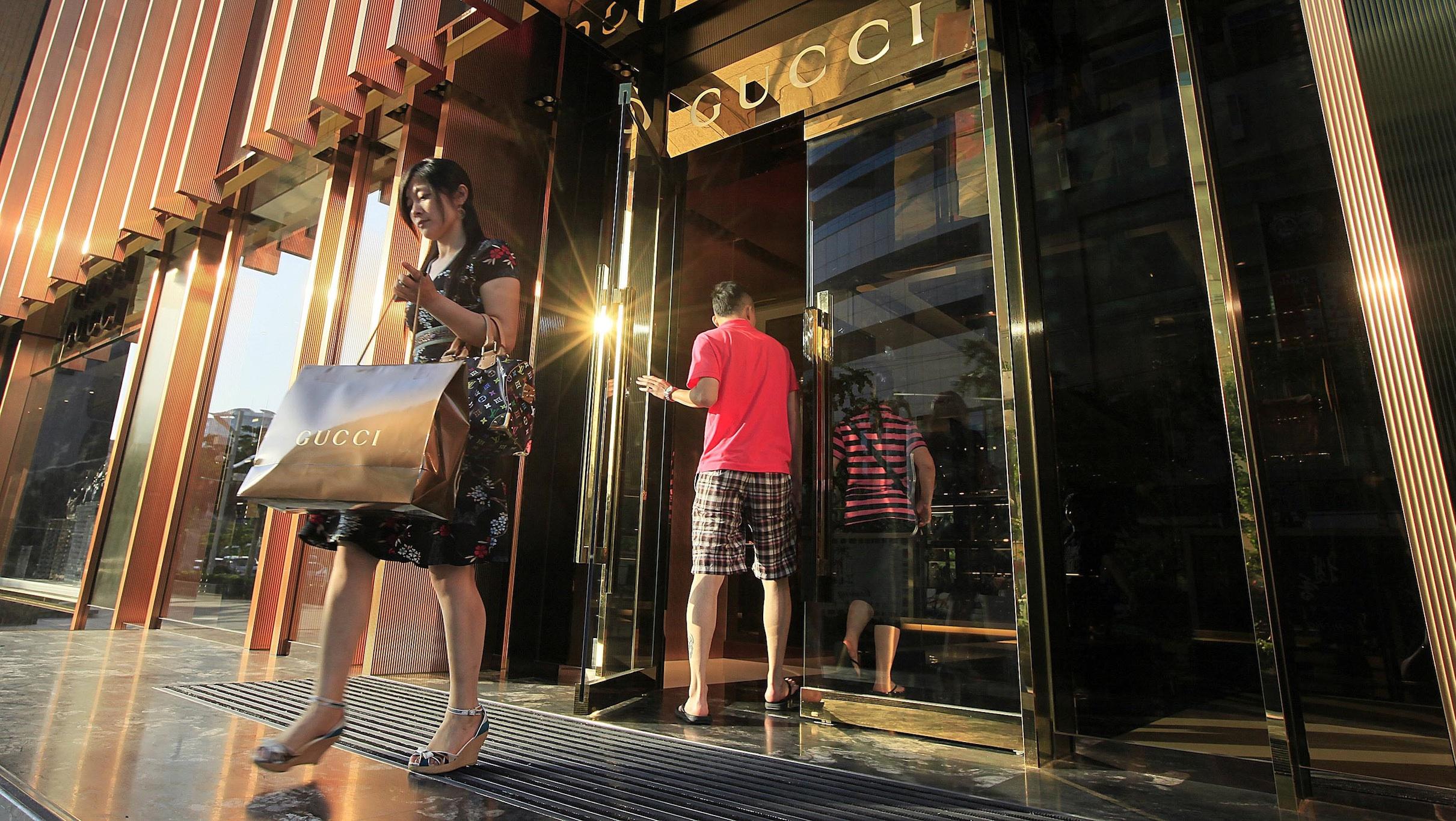 rich shopper in china