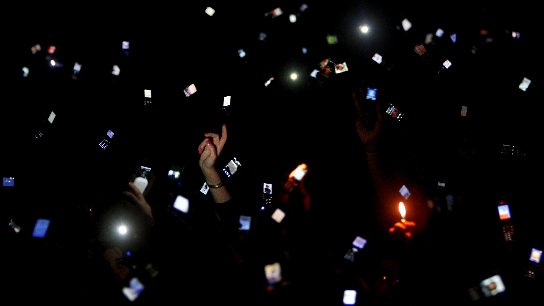 smartphones concert sales