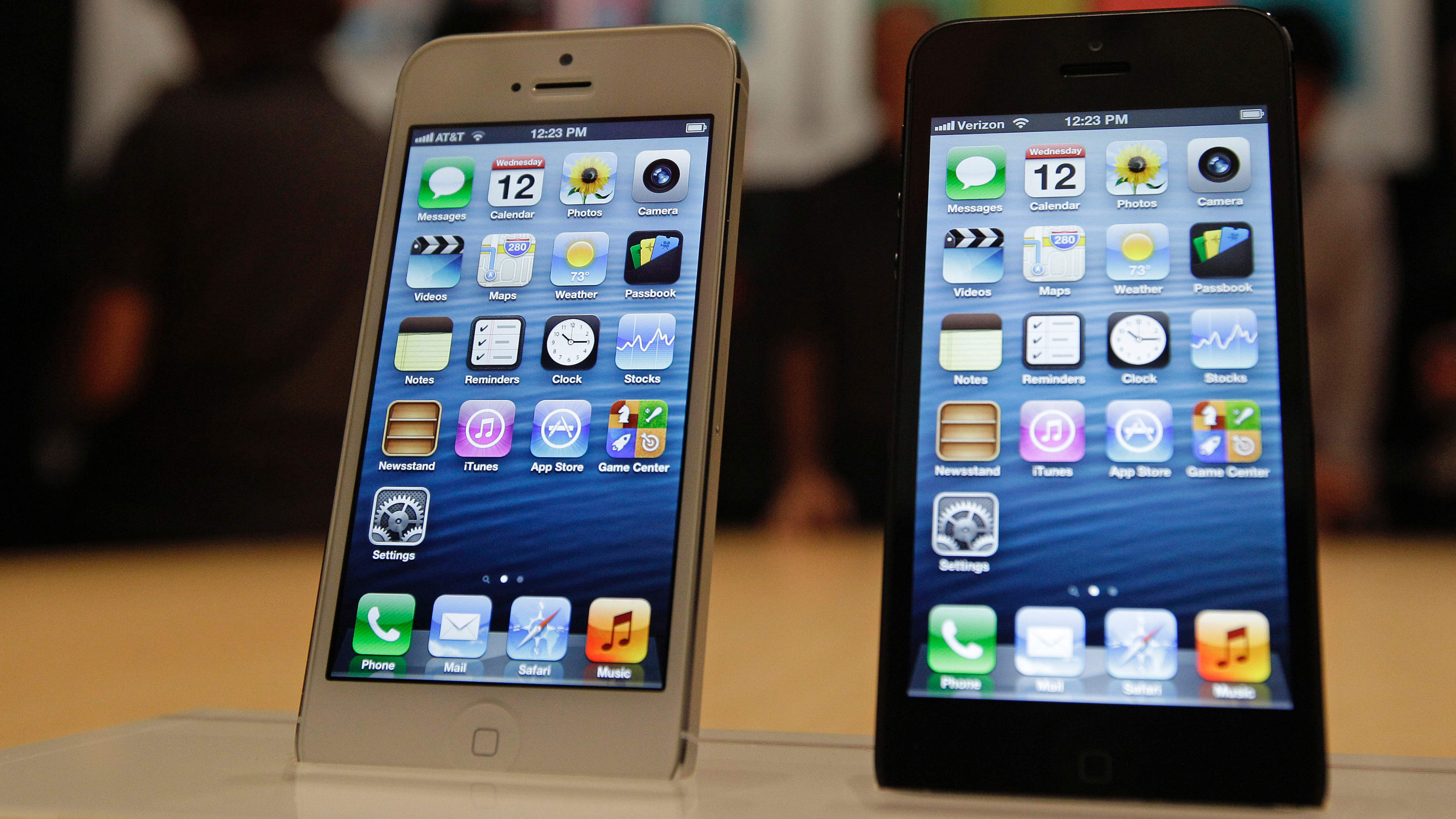 iPhones like these were stolen from a Paris Apple store