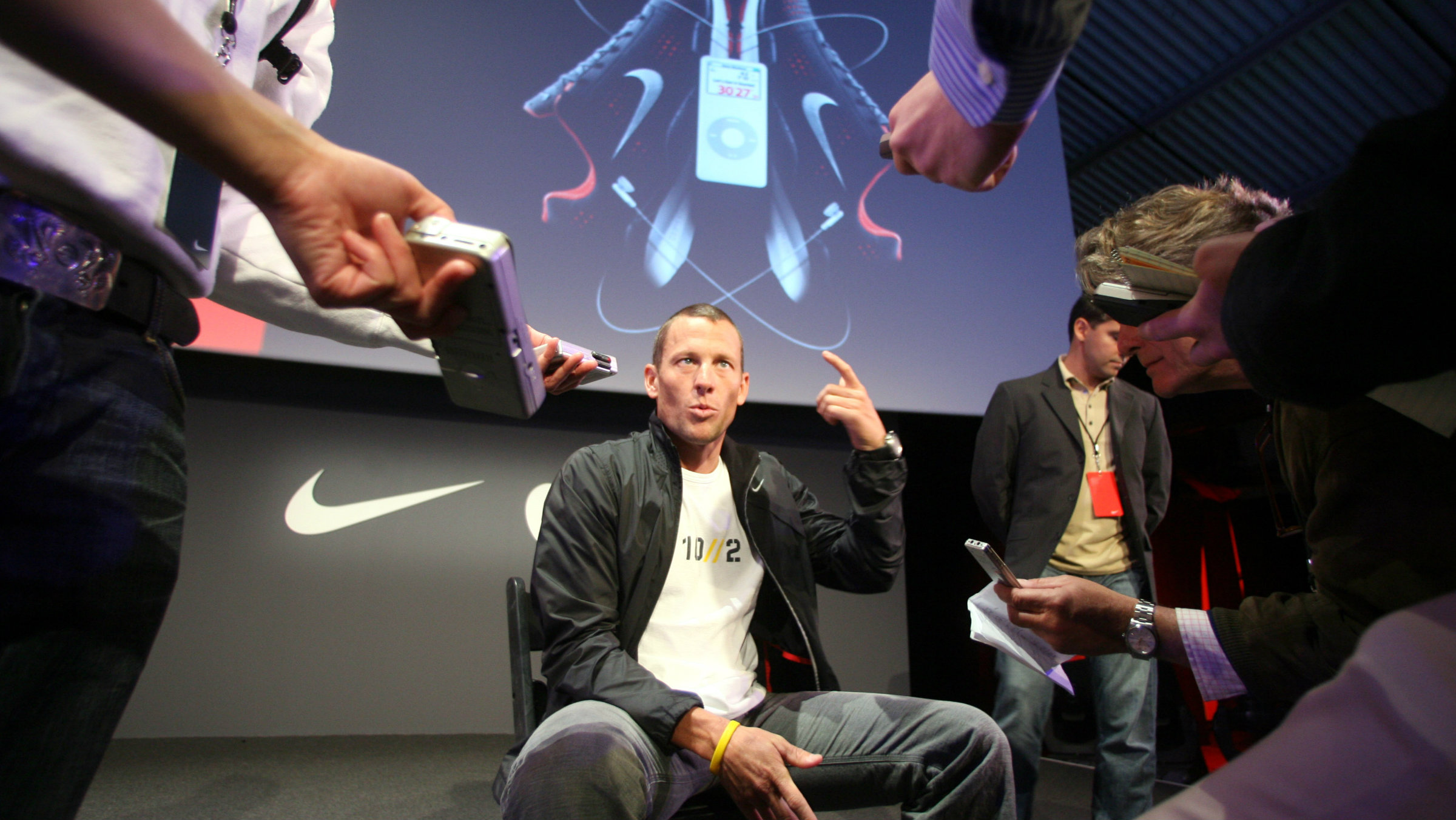 Nike dropped Lance Armstrong after doping charges surfaced. Now that he's admitted to it, the company wants him back?