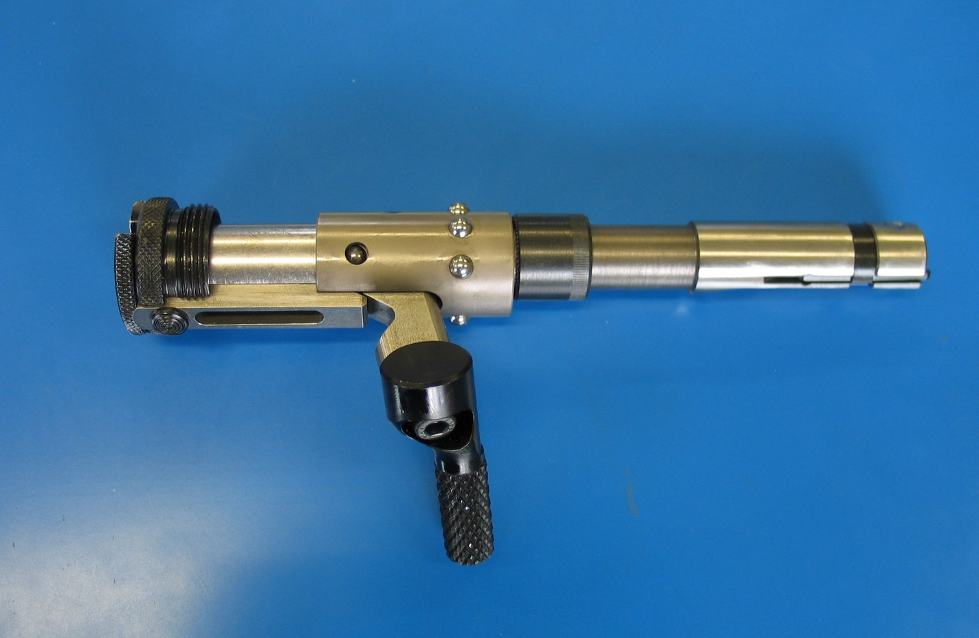 A biathlon rifle repeating device.