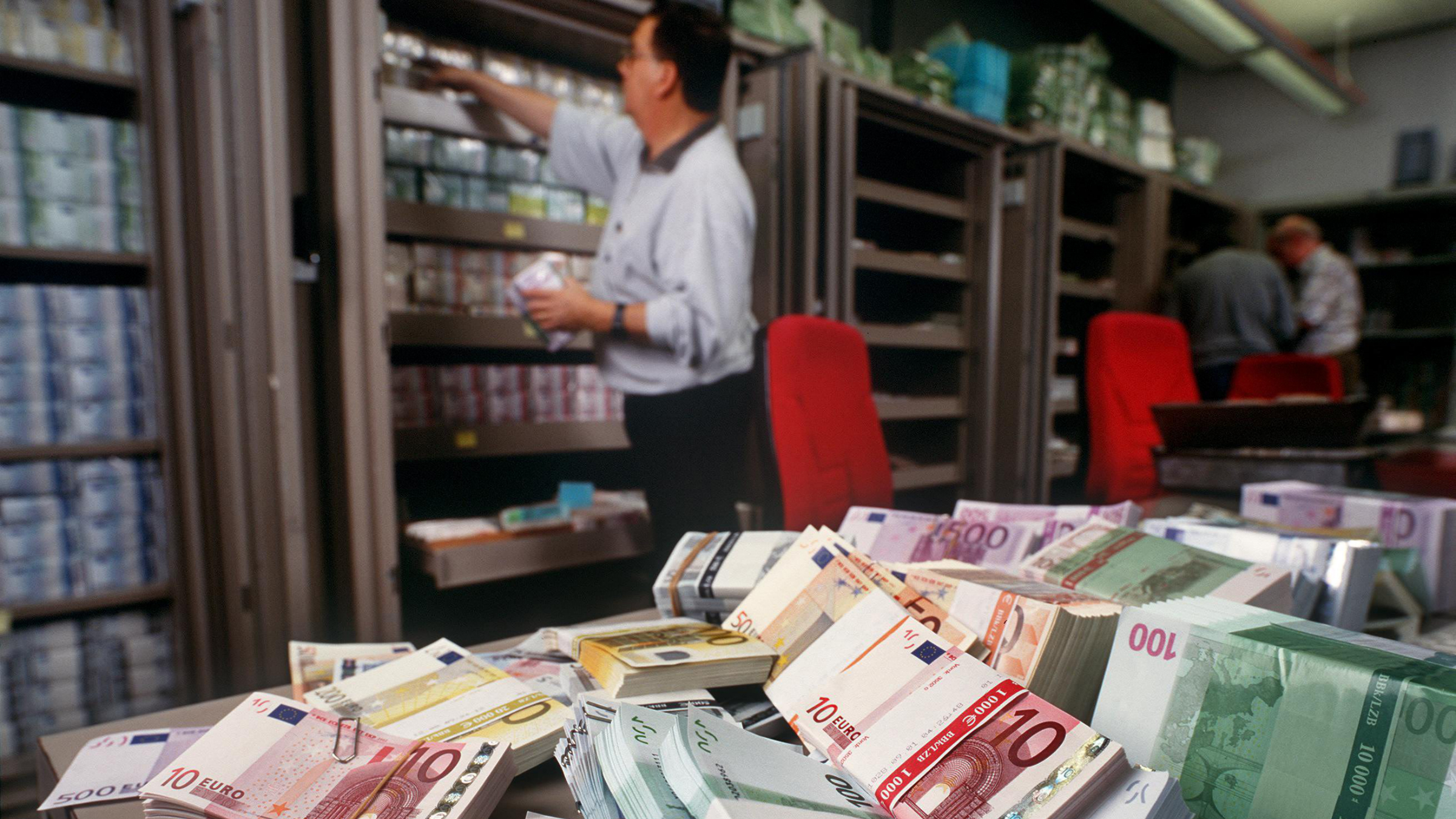 Euro banknotes are piled up on a table in the foreign exchange department of UBS bank in Zurich, Switzerland, in this Dec. 13, 2001 file picture. The euro clawed its way to another record high in trading Monday March 17, 2008, crossing US$1.59 before it tumbled lower, while the Japanese yen fell to another low after the latest emergency rate cut by the U.S. Federal Reserve failed to bolster the dollar. (AP Photo/Keystone, Martin Ruetschi)