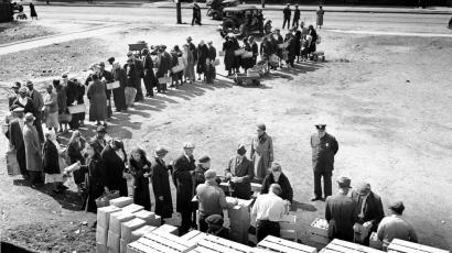 great depression food line currency war