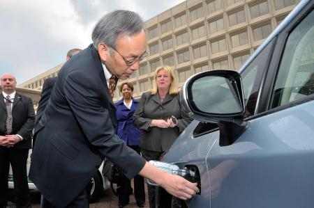 Chu inspects the charging port on a Chevy Volt.