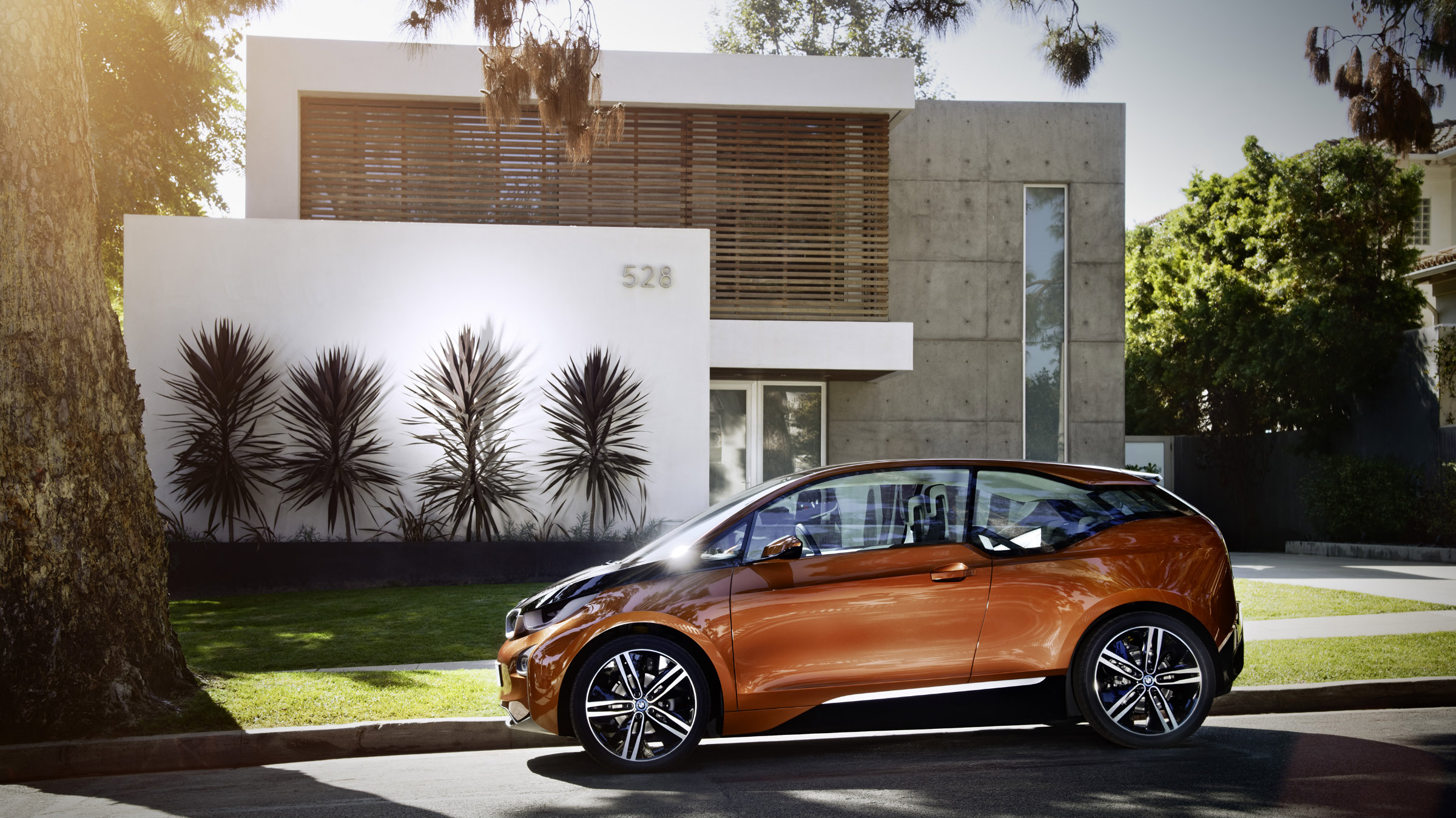 BMW is offering a gas-powered loaner car if you need a change from your i3 Concept Coupe.