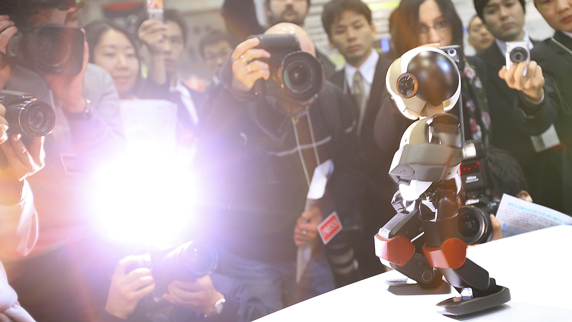 "Members of the press gather around ""Robid"" an experimental robot developed by Japan's Robot Laboratory during a demonstration at the International Robot Exhibition 2009 in  Tokyo, Japan, Wednesday, Nov. 25, 2009.(AP Photo/Junji Kurokawa)"