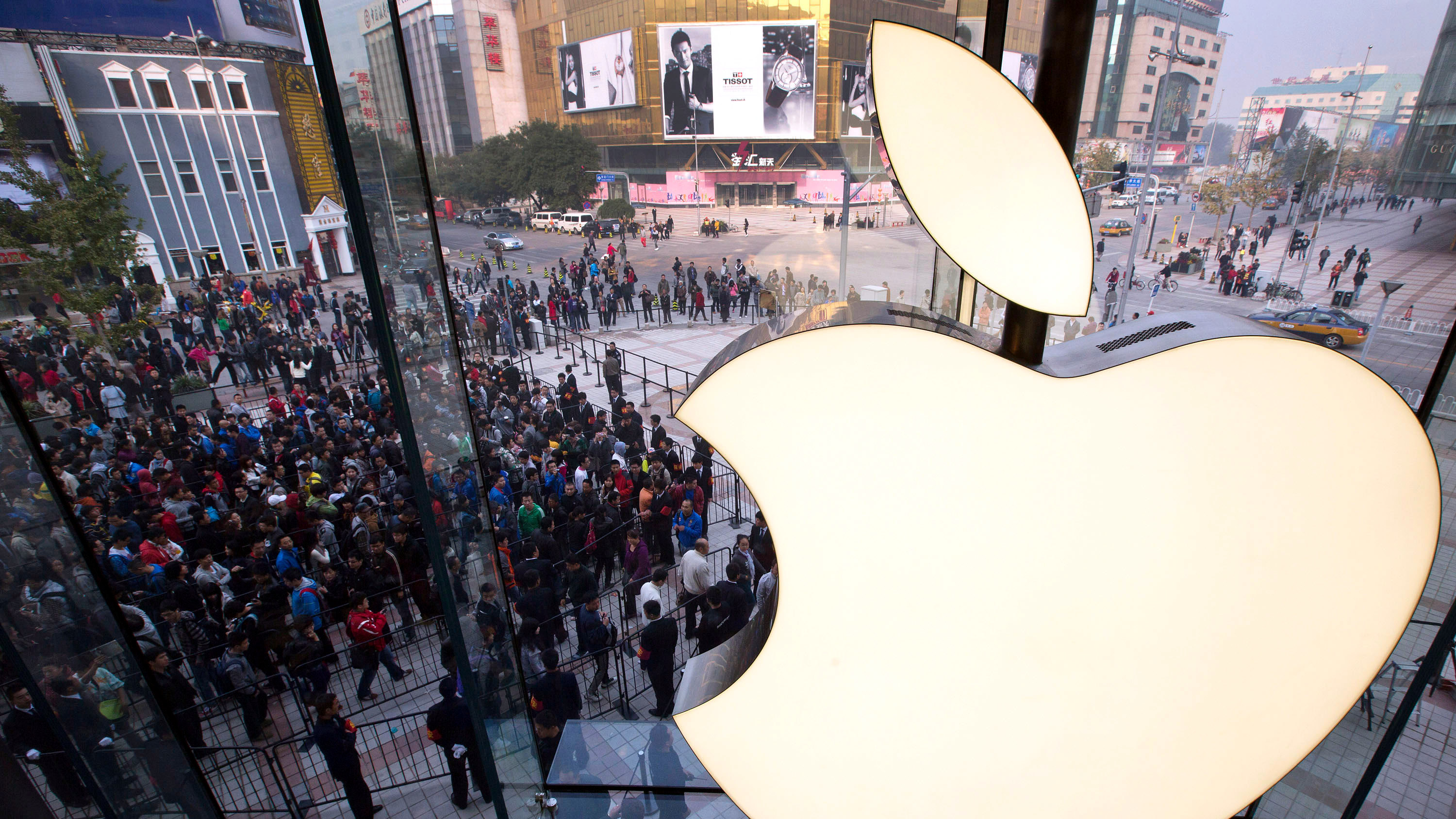 In this Oct. 20, 2012 photo, Chinese people line up to enter a newly-opened Apple Store in Wangfujing shopping district in Beijing.