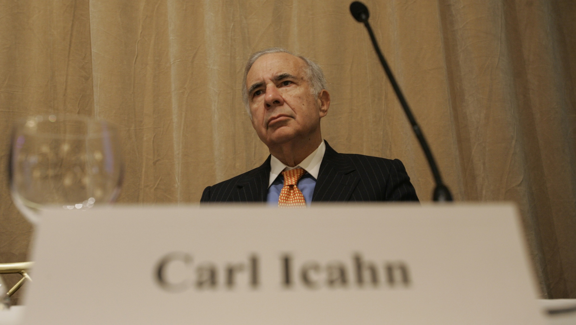 Financier Carl Icahn attends  a news conference about Time Warner Inc. Tuesday, Feb. 7, 2006 in New York. Icahn is leading a group of investors who want a shake-up at Time Warner. Icahn's demands include larger share buybacks and a complete spinoff of Time Warner's cable TV division. (AP Photo/Shiho Fukada).