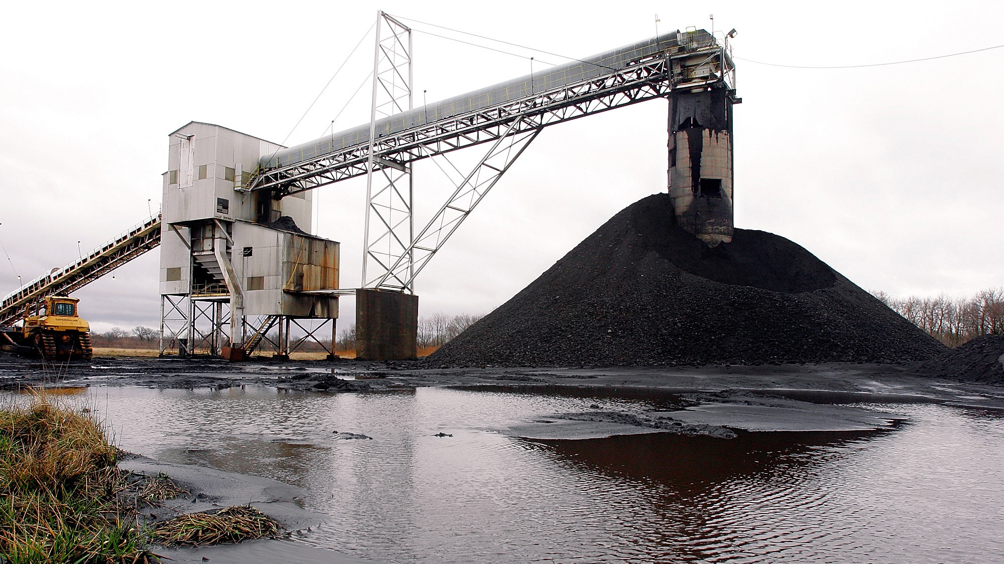 **ADVANCE FOR MONDAY MARCH 20**A conveyor belt moves underground mined coal to the surface at Peabody Energy's Gateway Mine Thursday, March 9, 2006, near Coulterville, Ill. The raw coal brought to the surface of an underground mine by conveyor belt is piled, ready for its eventual transport to a nearby facility where it will be washed, sized and separated from any unwanted rock or debris. Illinois' coal production, which peaked in 1918 with a work force of more than 100,000, took a beating in the 1990s after the Clean Air Act required coal-fired power plants to either burn low-sulfur coal or install costly scrubbers to curb the emission of sulfur dioxide, a cause of acid rain. (AP Photo/Seth Perlman)