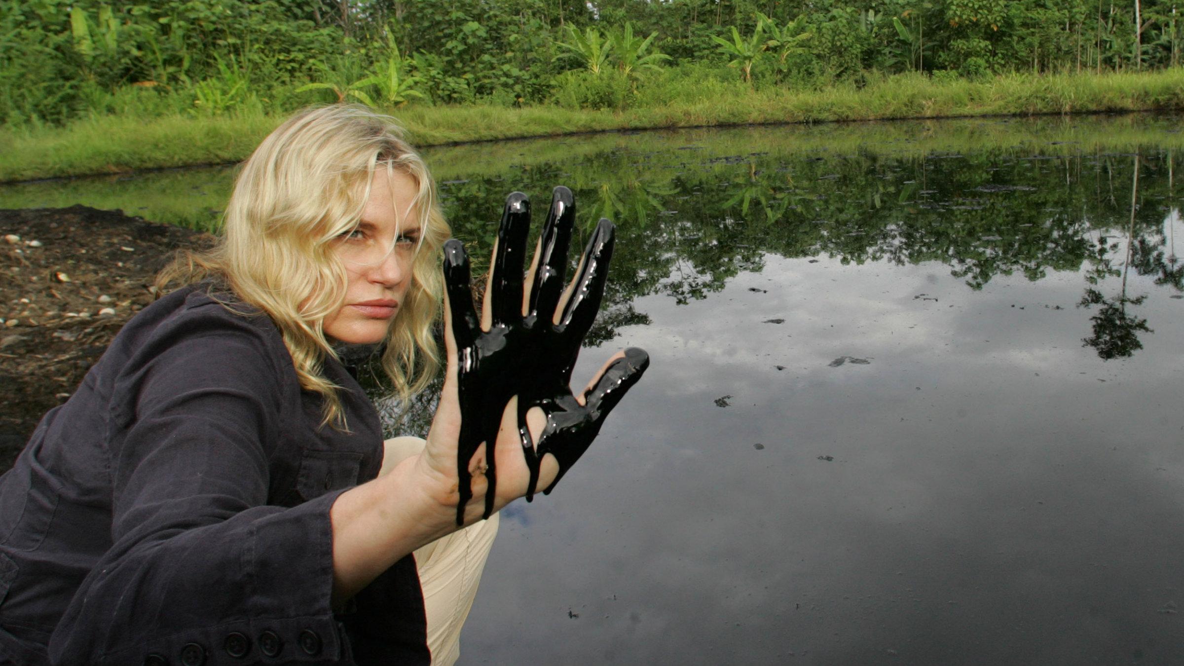 girl-fights-in-oil