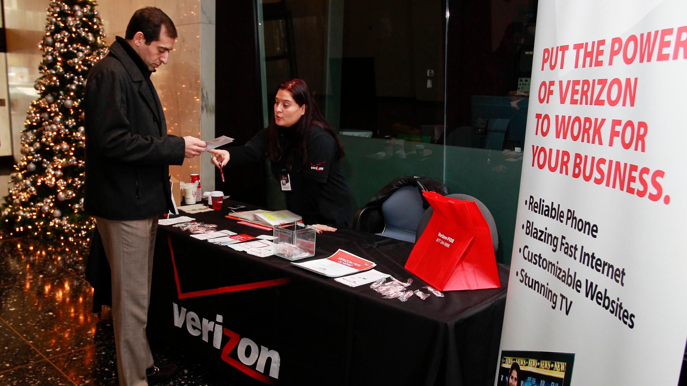 Verizon fios saleswoman