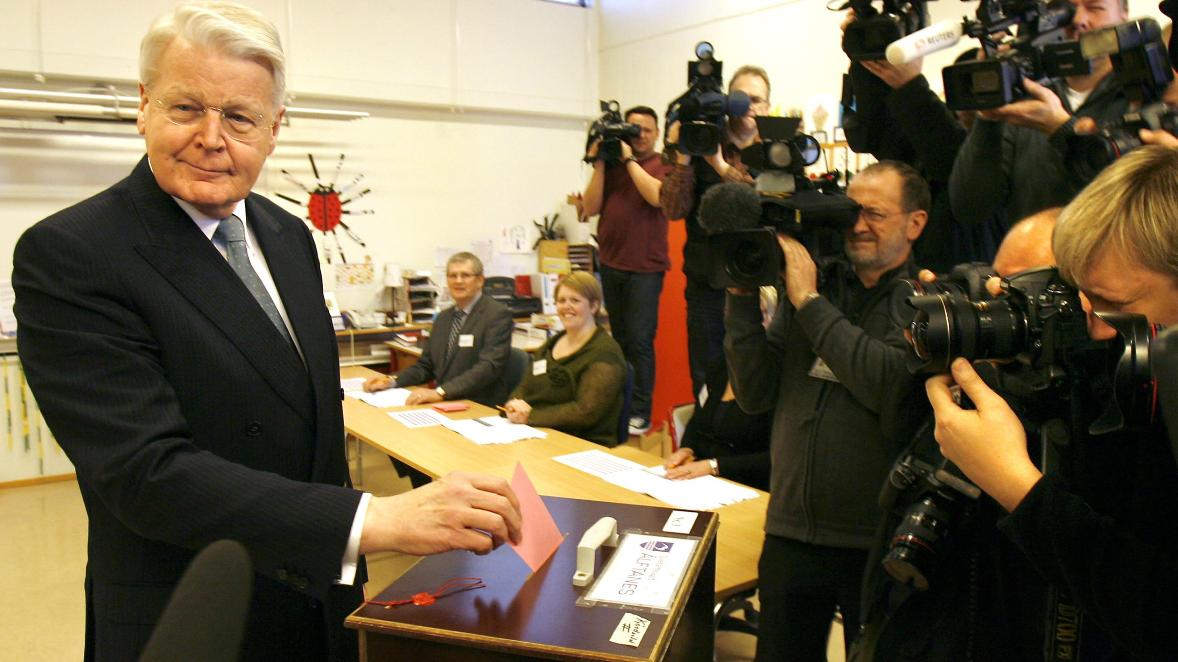 """President of Iceland Ólafur Ragnar Grímsson casts his ballot in Reykjavik, Iceland, Saturday, March 6 2010. Icelanders are voting in a nationwide referendum on approving the use of taxpayers' money to repay international debts. Opinion polls suggest that a majority of Icelanders will vote """"no"""" on Saturday to the $5.3 billion deal to compensate Britain and the Netherlands for deposits lost in a collapsed Icelandic bank. That is expected to complicate Iceland's effort to recover from a deep recession and a banking collapse. (AP Photo/Brynjar Gauti)"""