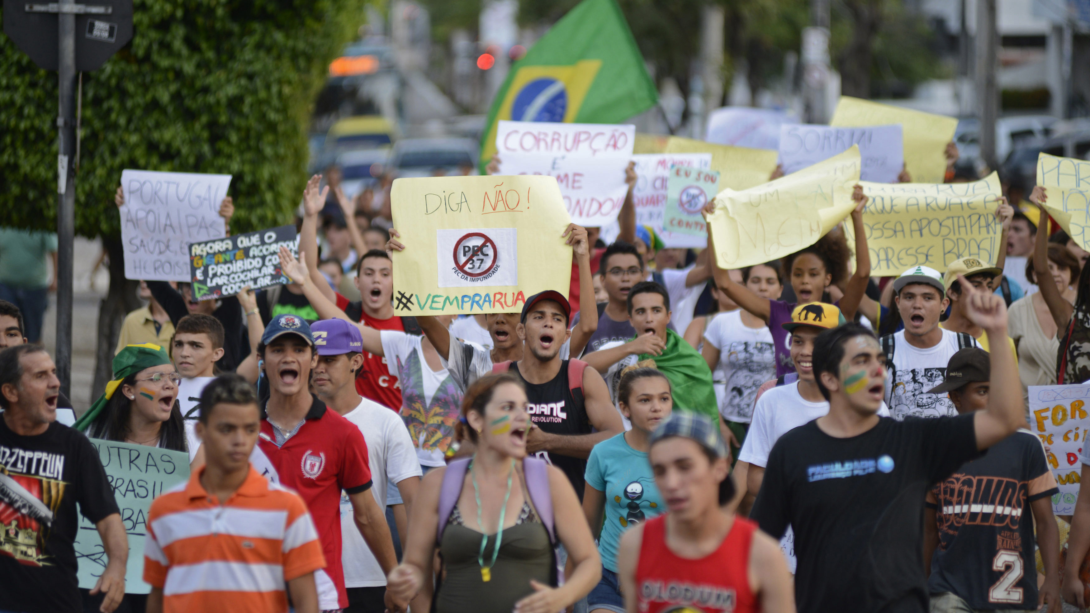Demonstrators participate in a protest march in Fortaleza, June 22, 2013. Demonstrators in Brazil gathered this week to continue the growing protest that is tapping into widespread anger at poor public services, mainly health, education and transport. REUTERS/Davi Pinheiro (BRAZIL - Tags: CIVIL UNREST BUSINESS EMPLOYMENT POLITICS)