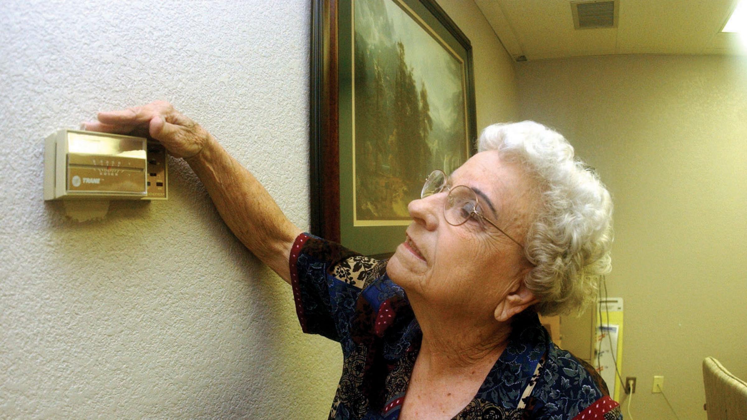 Bobbye Allen of Lovington, N.M., adjusts her thermostat.