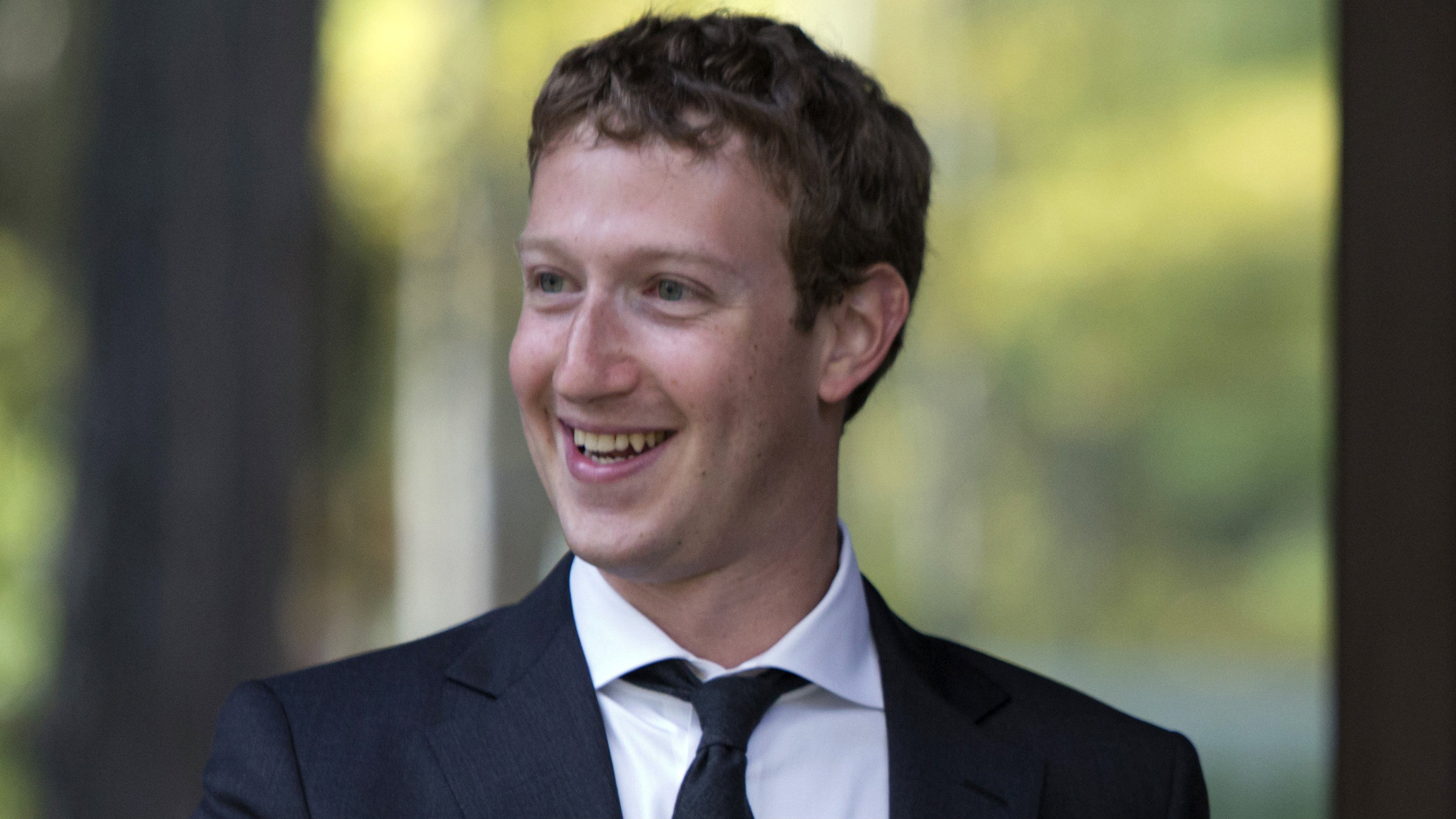 Zuckerberg tried dressing like a grown-up, but apparently that didn't help.