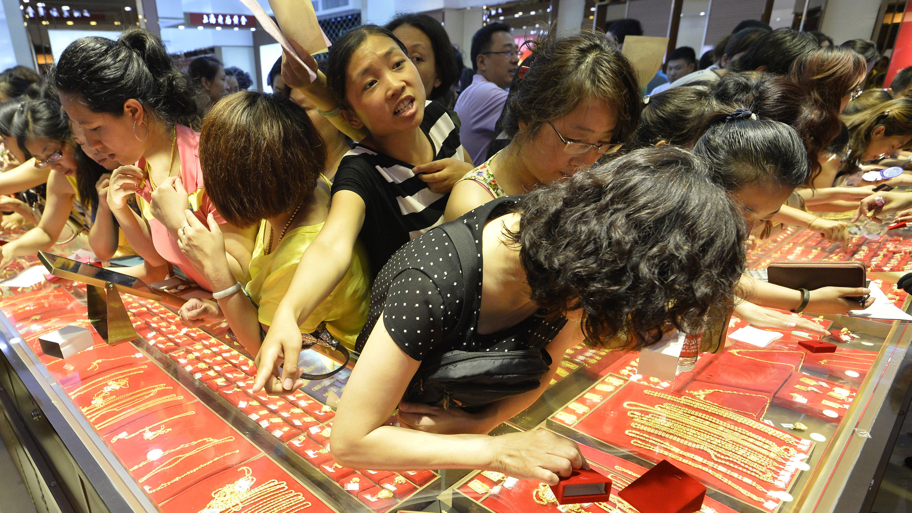 china shoppers for gold