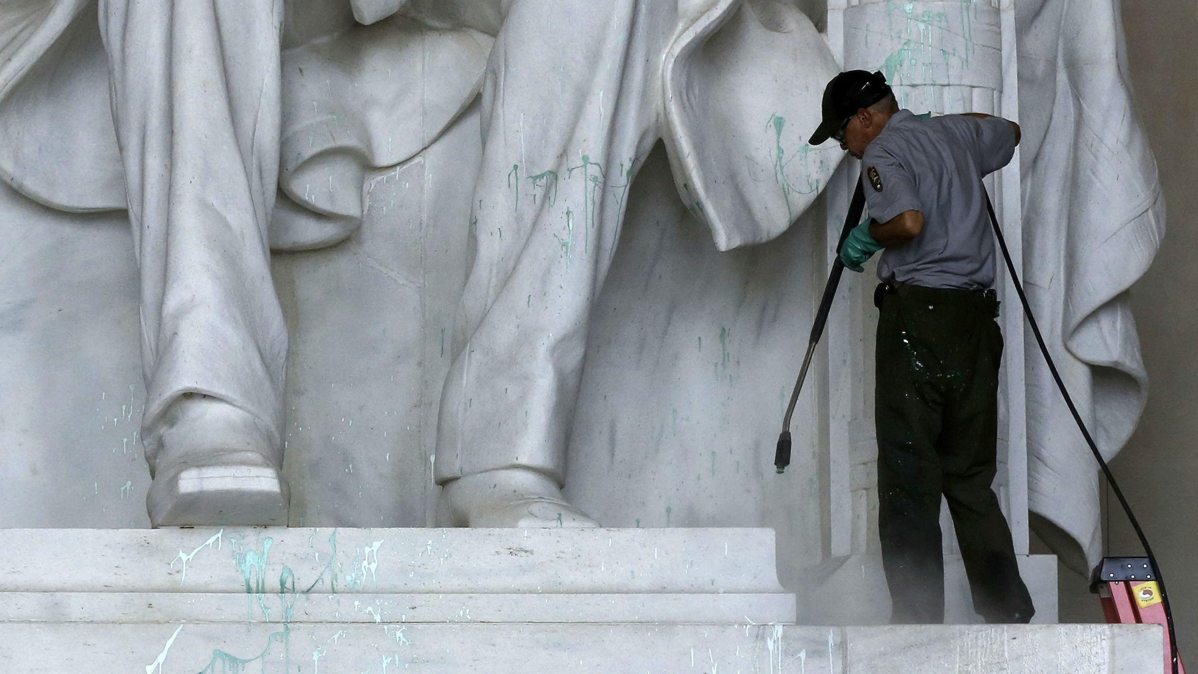 Lincoln vandalism web
