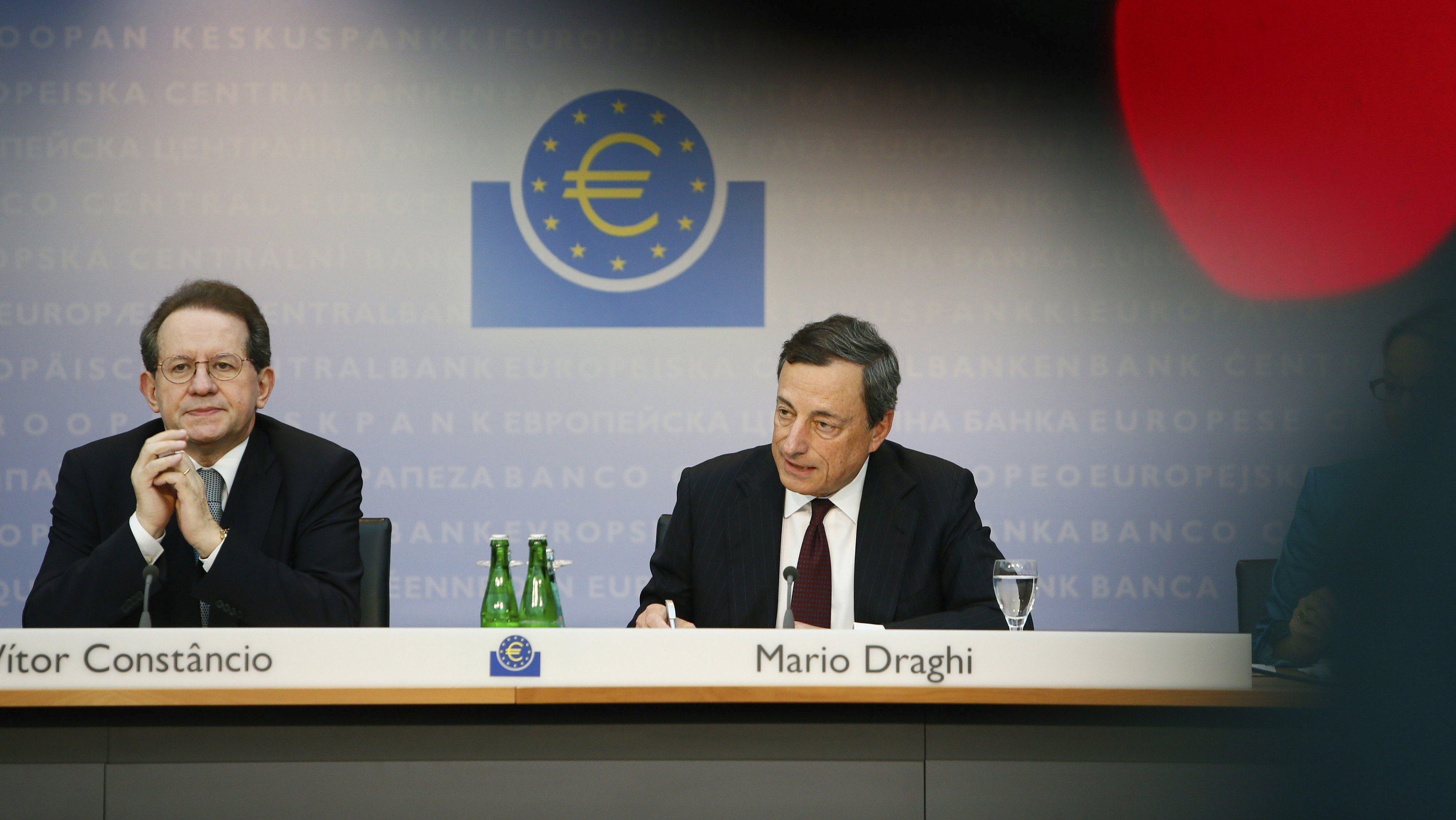 European Central Bank (ECB) President Mario Draghi (R) and Vice President Vitor Constancio address the monthly ECB news conference in Frankfurt July 4, 2013. The European Central Bank held its main interest rate at 0.50 percent on Thursday.