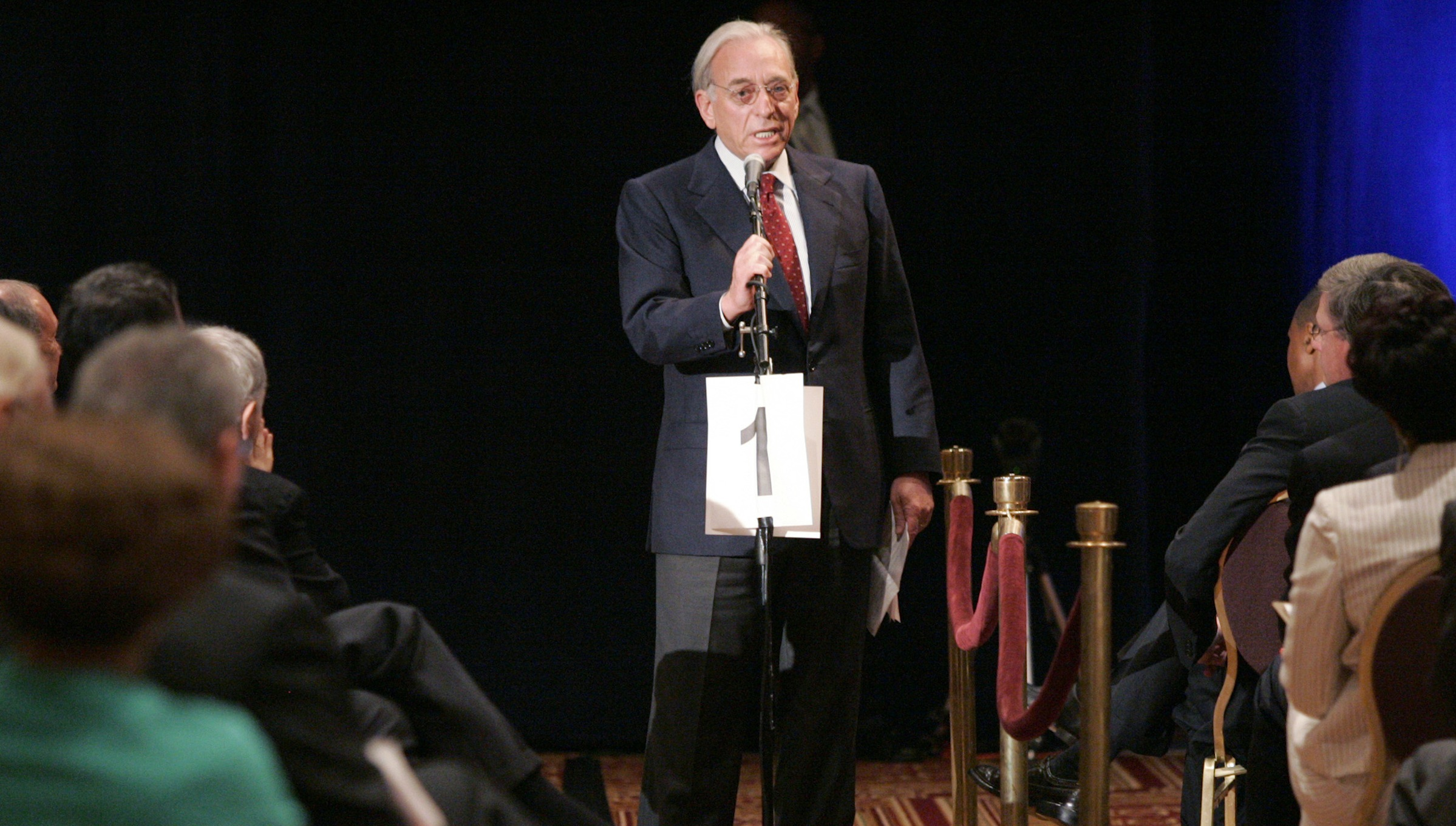 Nelson Peltz, one of the principles of the Trian Group, addresses the audience at the H.J. Heinz Co. annual shareholder's meeting in Pittsburgh, Pennsylvania August 16, 2006. REUTERS/Jason Cohn (UNITED STATES) - RTR1GFBD