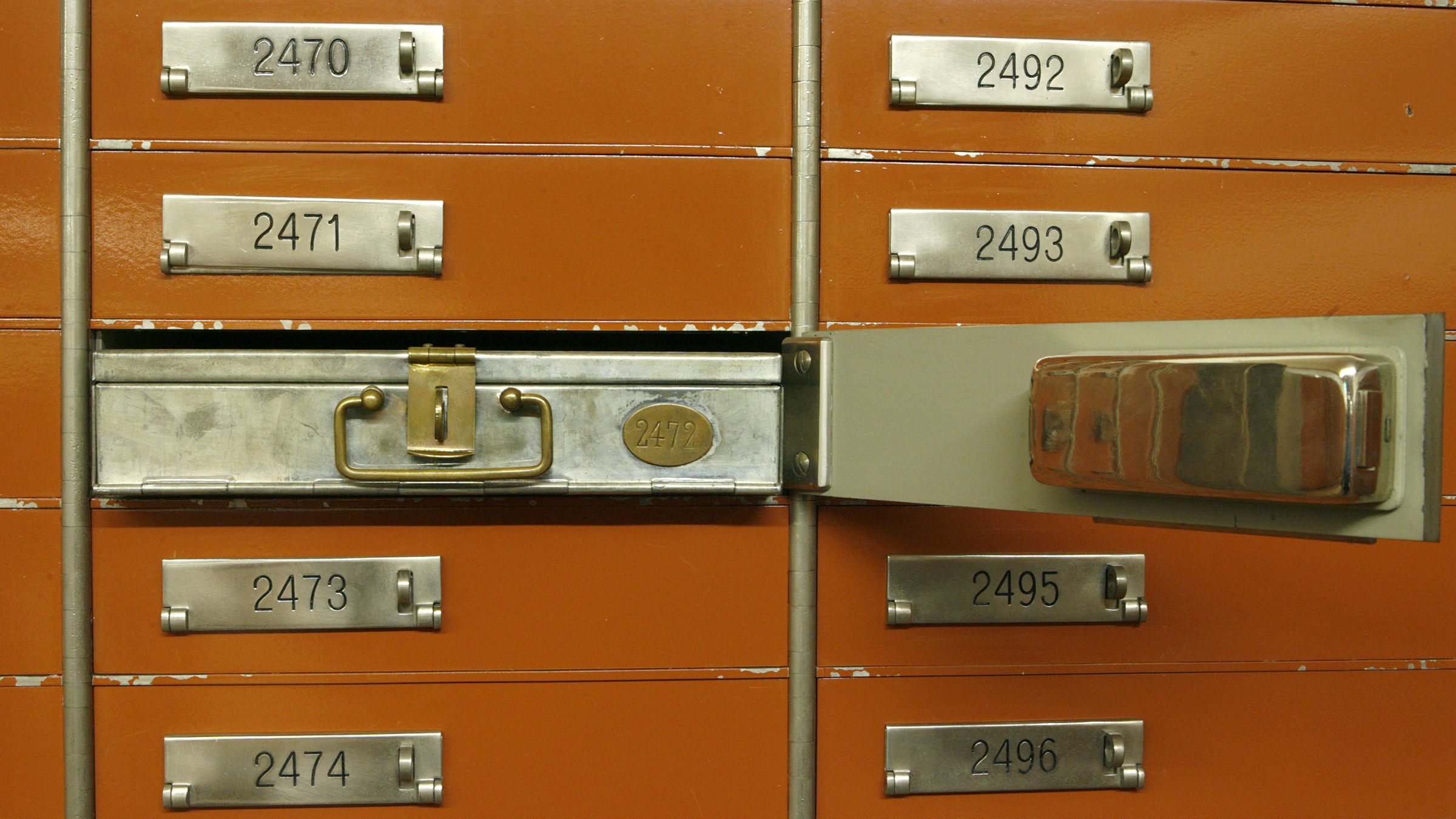An empty safe box is pictured in the vault of a Swiss bank in Basel January 21, 2009. Picture taken January 21, 2009. REUTERS/Arnd Wiegmann (SWITZERLAND)
