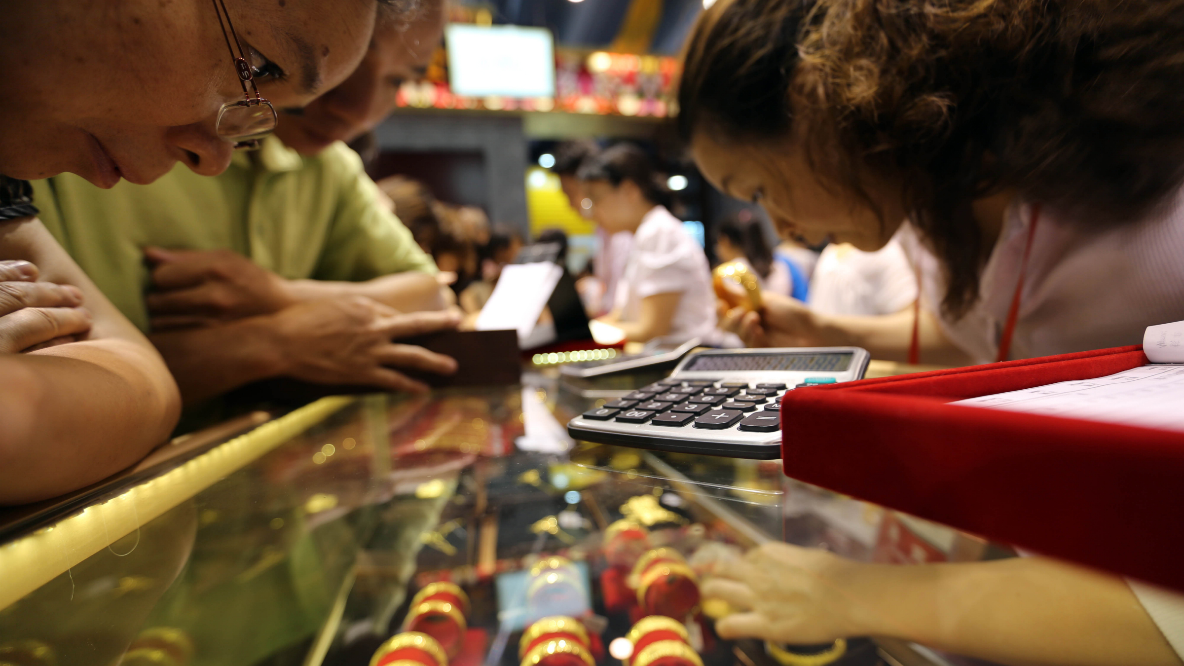 Chinese customers buy gold ornaments at a stand during a gold fair in Guangzhou, south Chinas Guangdong Province, 23 June 2013. Gold fell below $1,200 on Friday (28 June 2013) to its lowest since August 2010 before recovering, and is on track to post its worst quarter since at least 1968 on persistent worries over the U.S. Federal Reserves plan to wind down its monetary stimulus. Bullion has taken a beating since the beginning of last week, losing as much as 15 percent, or about $200 an ounce, after Fed Chairman Ben Bernanke laid out a strategy to roll back the banks $85 billion monthly bond purchases on the back of a recovering economy. The lower prices have failed to boost physical demand in Asia, traditionally the biggest buyer of gold, and investors have continued to flee exchange-traded gold funds. Prices initially failed to find support even after markets in China, the worlds second-biggest gold consumer, opened but saw some gains after some bargain-hunters emerged.(Imaginechina via AP Images