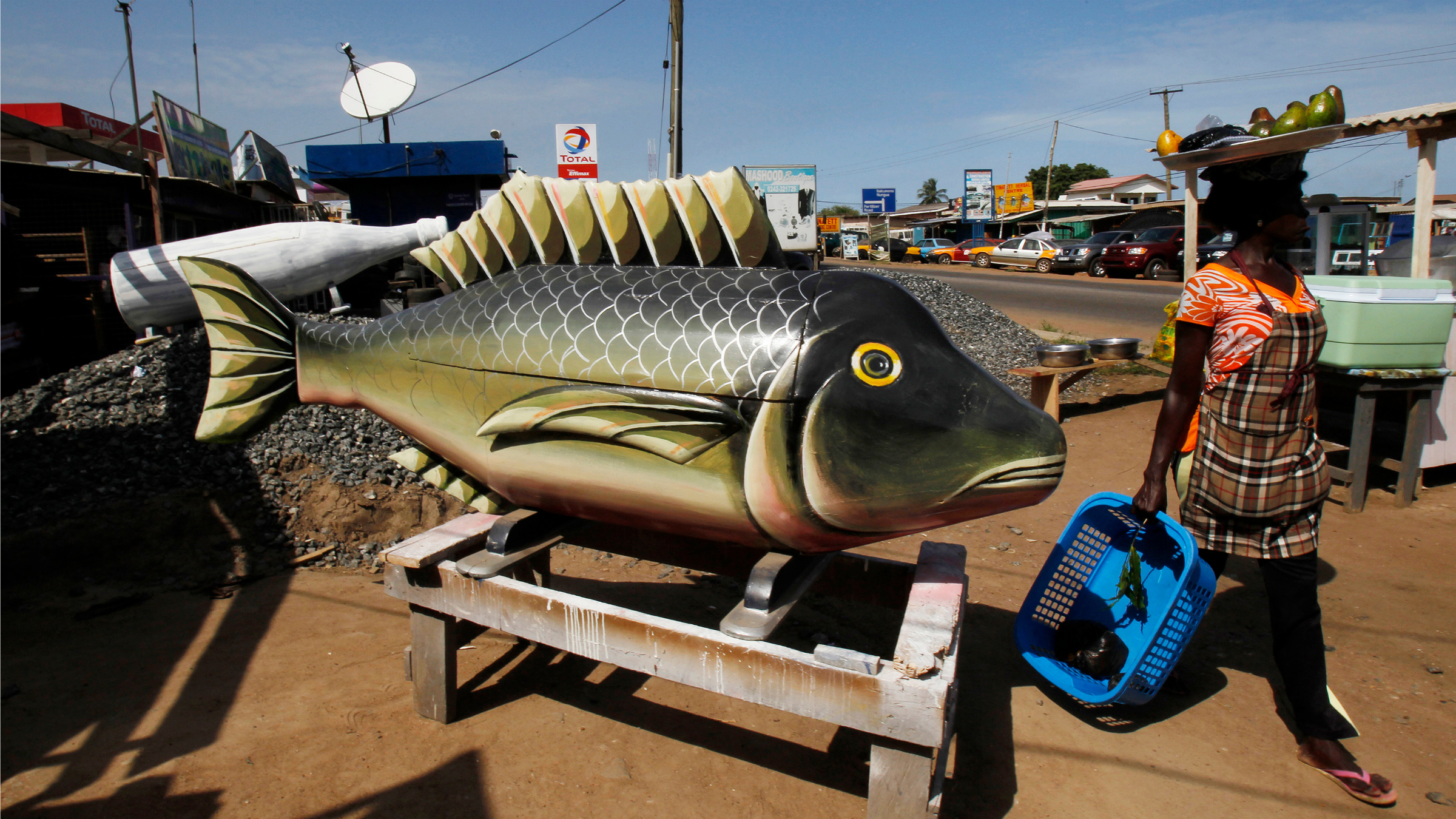 Fish-shaped coffin