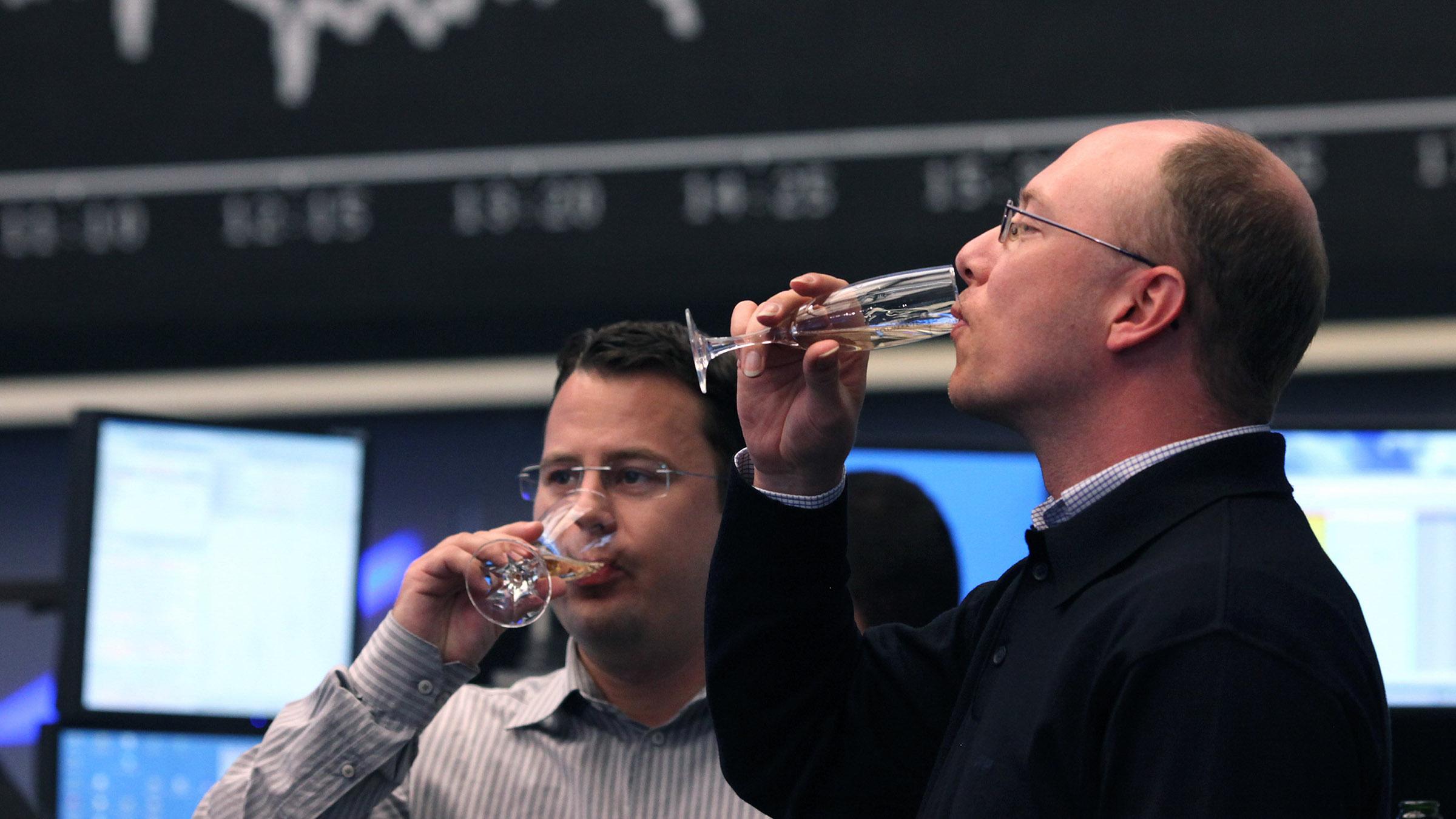 German traders drinking