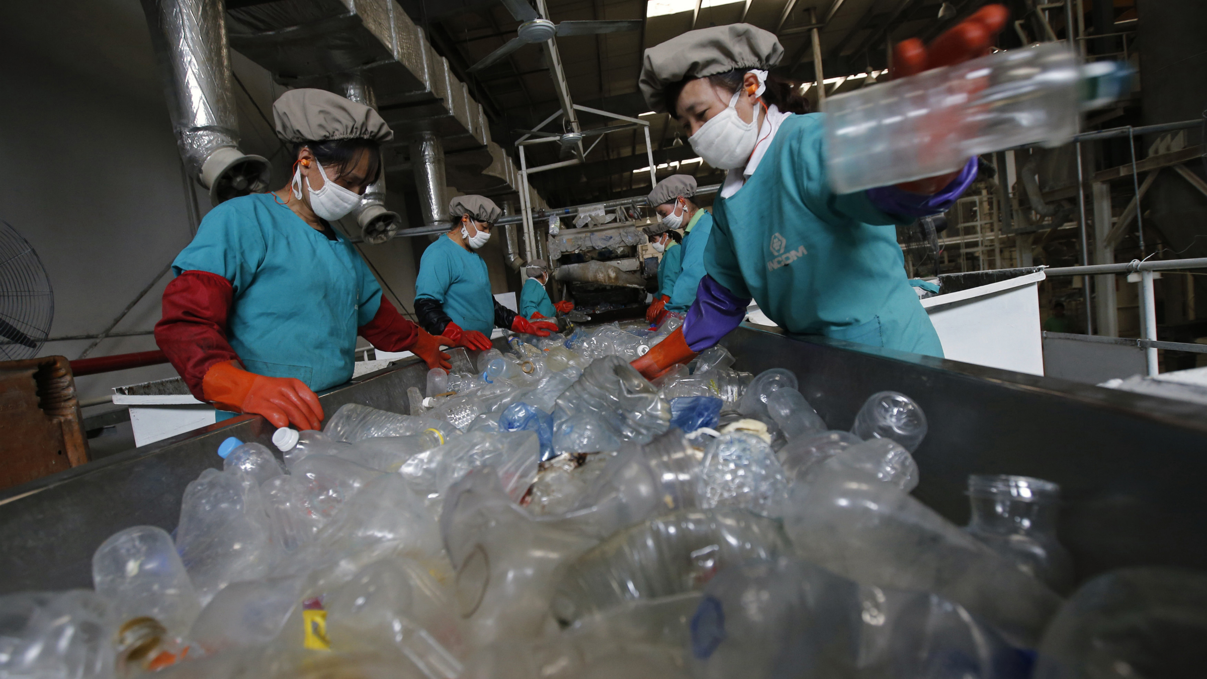 Workers sort out plastic PET bottles at Asia's largest PET plastic recycling factory INCOM Resources Recovery in Beijing May 7, 2013. According to government figures, reported in local media, about 4.67 million tons of recyclable waste was collected in Beijing in 2010. In the same year, 6.35 million tons of trash ended up in landfill in the city. World Environment Day is celebrated annually on June 5. Picture taken May 7, 2013. REUTERS/Kim Kyung-Hoon