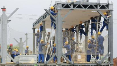 Labourers install the steel frames of a construction site of the three-storey D3 cafeteria built by the Broad Group in Yueyang, Hunan province April 24, 2012. The structure is an example of streamlined construction being pioneered by China's Broad Sustainable Building (BSB). Over the last decade China has seen one of the biggest construction booms in history to house a surging urban population and an expanding industrial sector. But with that construction have come worries about environmental destruction, waste and shoddy buildings. Zhang Yue, Broad Group's founder and chairman argues that his buildings represent just the opposite. Picture taken April 24, 2012. To match story CHINA/INSTANT-BUILDING/ REUTERS/Terril Yue Jones