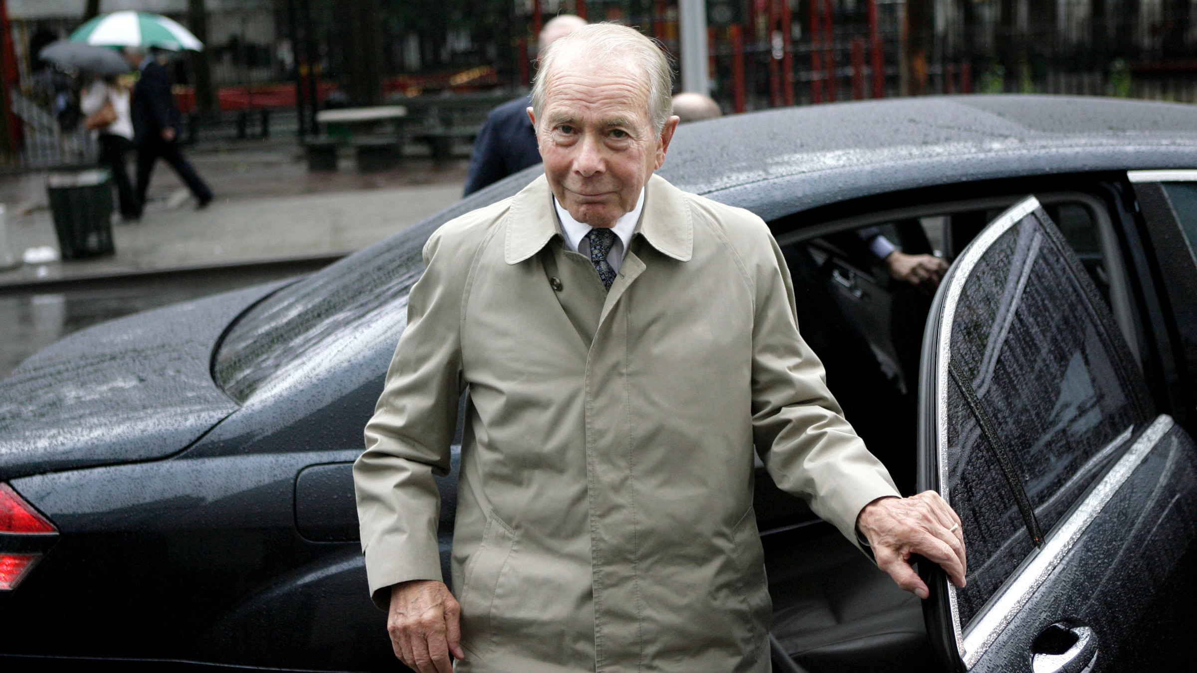 "Former American International Group (AIG) Inc. CEO Maurice ""Hank"" Greenberg enters Manhattan federal court, Thursday, June 18, 2009, in New York. AIG is in court trying to recoup money it claims was wrongly pocketed through stock sales by Greenberg."