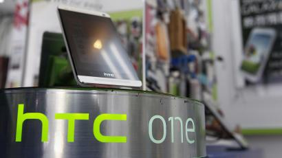 An HTC One smartphone is displayed in a mobile phone shop in Taipei April 8, 2013. HTC Corp reported a record-low quarterly profit on Monday that missed analysts' estimates after the delayed launch of its 2013 flagship smartphone model, the HTC One, further undermined sales amid tough competition from Samsung Electronics and Apple. REUTERS/Pichi Chuang