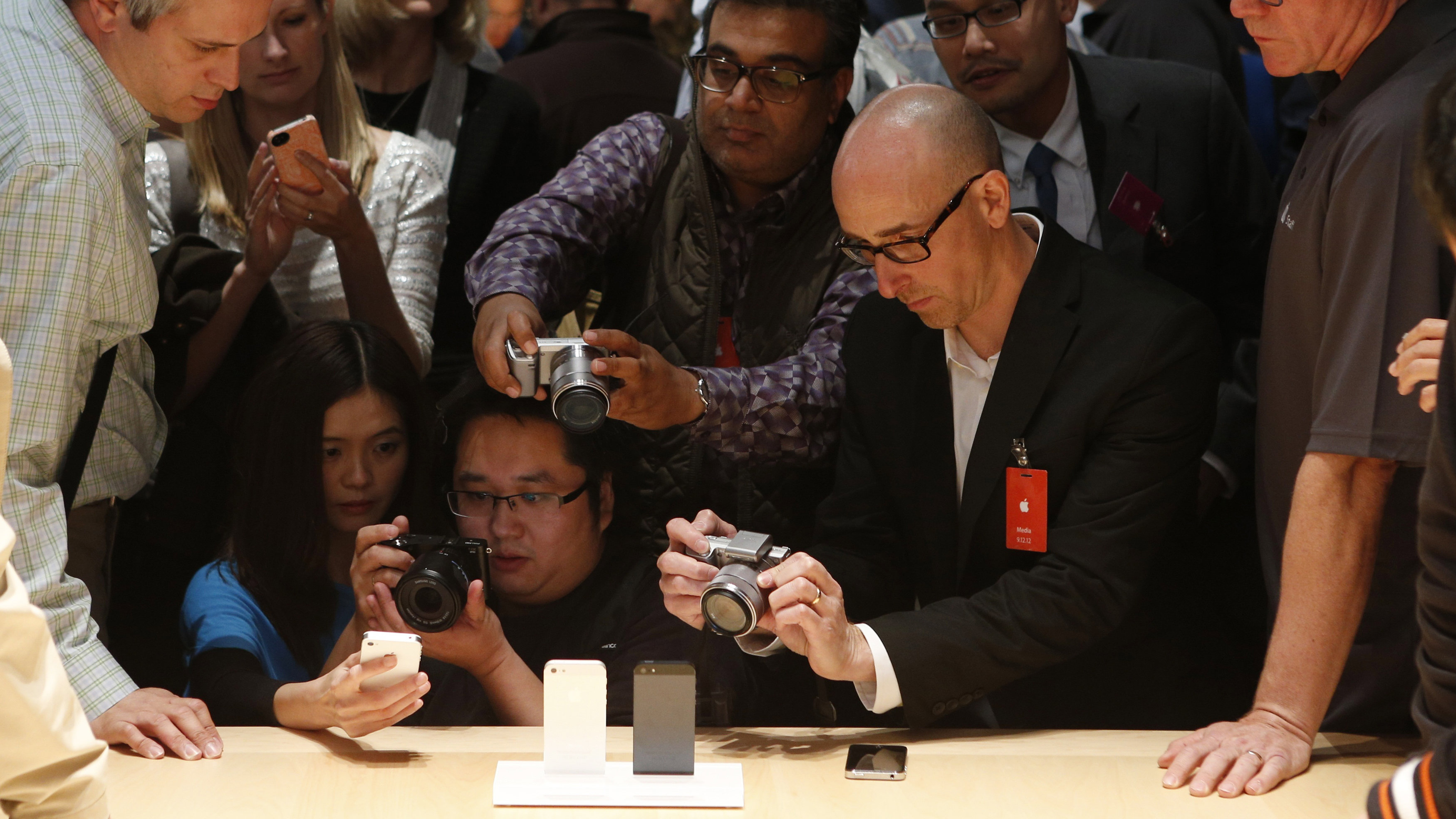 Members of the media photograph the iPhone 5 after its introduction during Apple Inc.'s iPhone media event in San Francisco, California September 12, 2012.. REUTERS/Beck Diefenbach