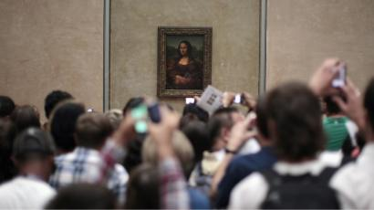 People view Leonardo da Vinci's painting of the Mona Lisa at the Louvre museum in Paris July 16, 2011. REUTERS/Lucy Nicholson