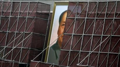 A giant portrait of China's late leader Mao Zedong, which is surrounded by scaffolding during decoration work, is pictured at the Tiananmen Gate in Beijing August 28, 2013. China's Communist Party will hold a key meeting in November to discuss deepening reforms, the official Xinhua news agency said on Tuesday, as leaders look to set the country's economic agenda for the next decade. REUTERS/Jason Lee