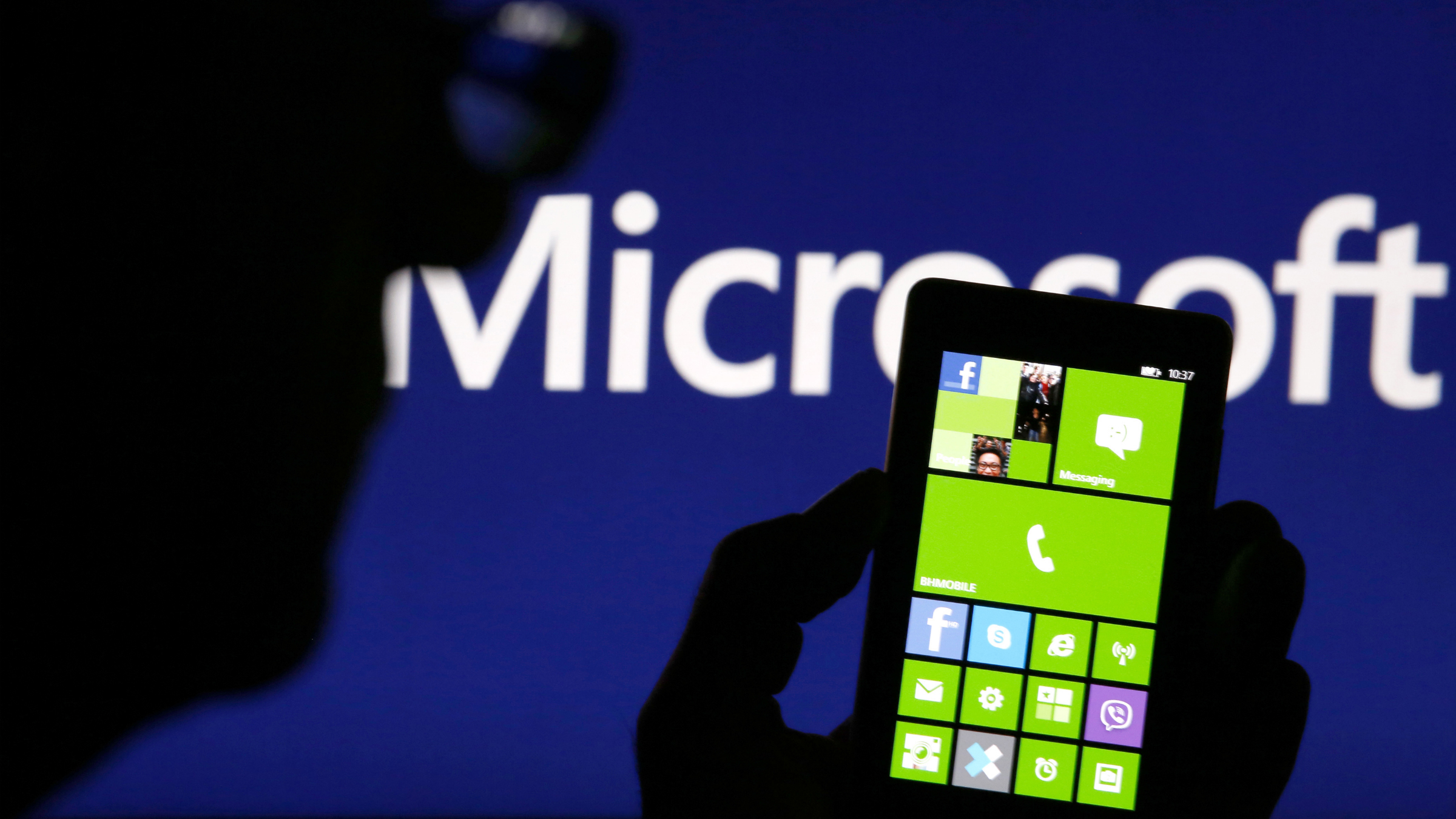 Investors weren't overly impressed my Microsoft's plan to boost its dividend and buy back $40 billion in shares.