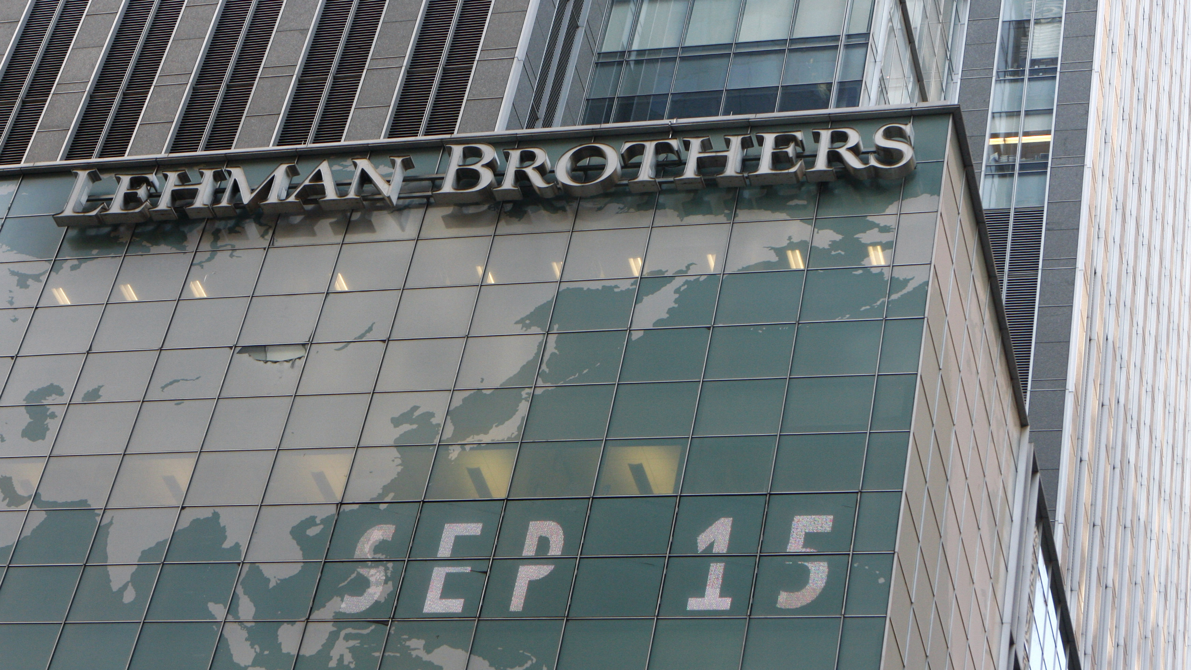 The Lehman Brothers building is pictured in New York September 15, 2008. Stunned and angry, Lehman Brothers' employees packed their bags at company headquarters in New York, with some bitterness over the 158-year-old company's failure aimed at Chief Executive Richard Fuld. REUTERS/Joshua Lott