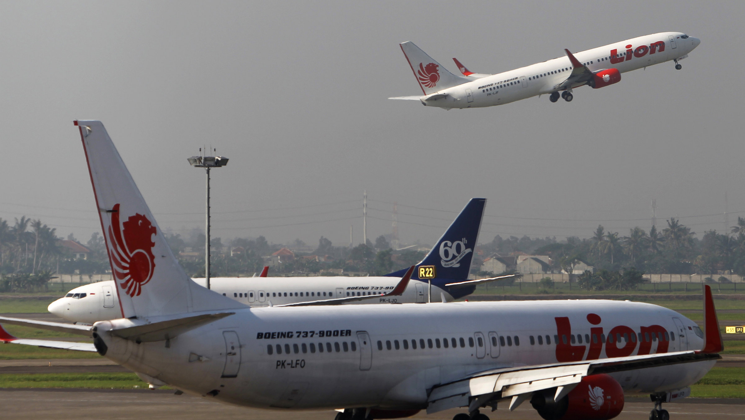Resultado de imagen para jakarta airport airliners