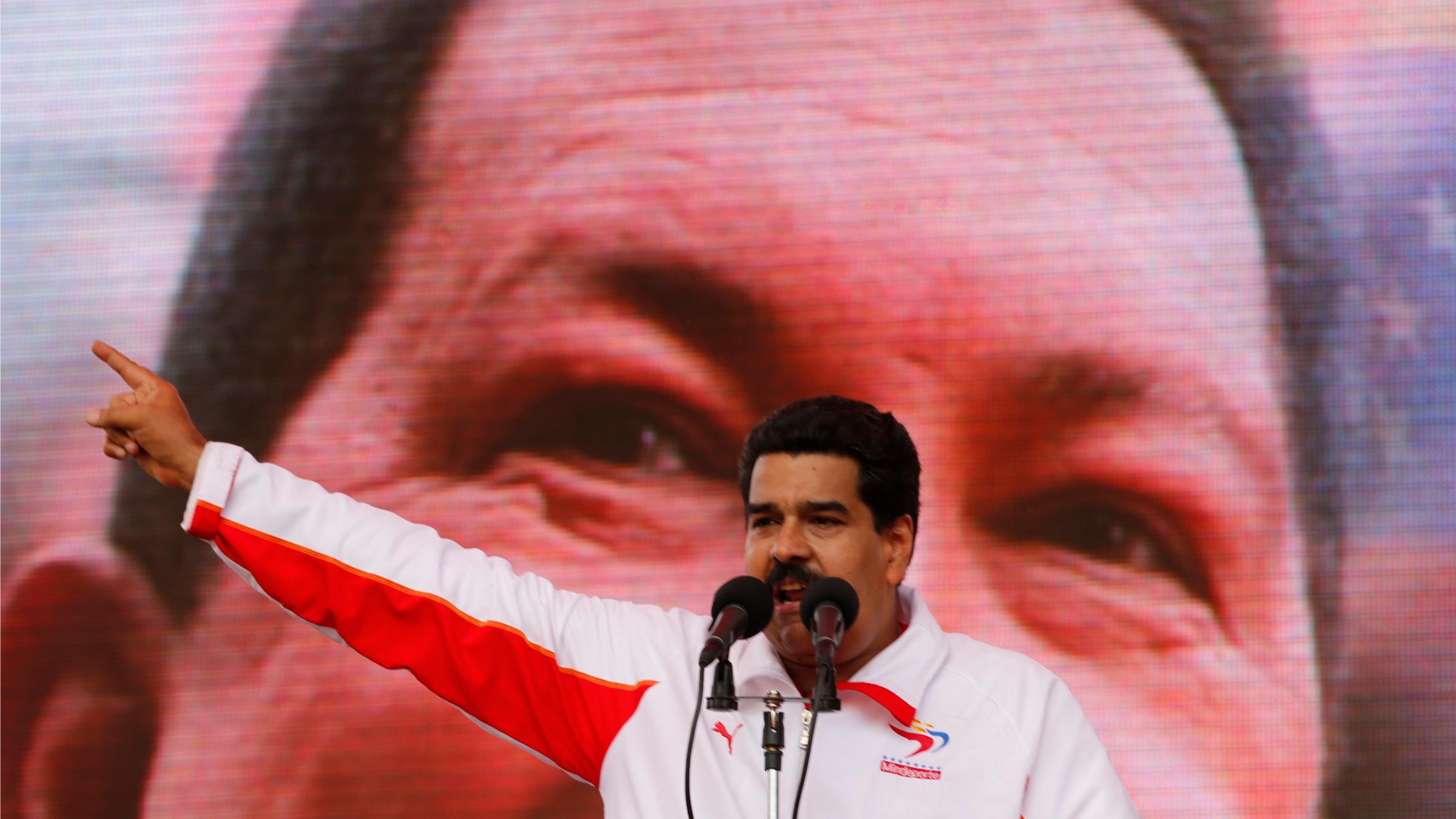Hugo Chavez Nicolas Maduro