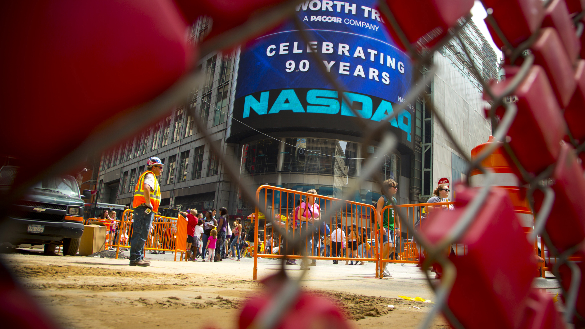 Construction crew work outside the Nasdaq MarketSite in New York's Times Square, August 23, 2013. Stocks inched higher on Friday as trading resumed without interruption a day after the Nasdaq stock exchange suffered an unprecedented, three-hour trading halt. REUTERS/Andrew Kelly