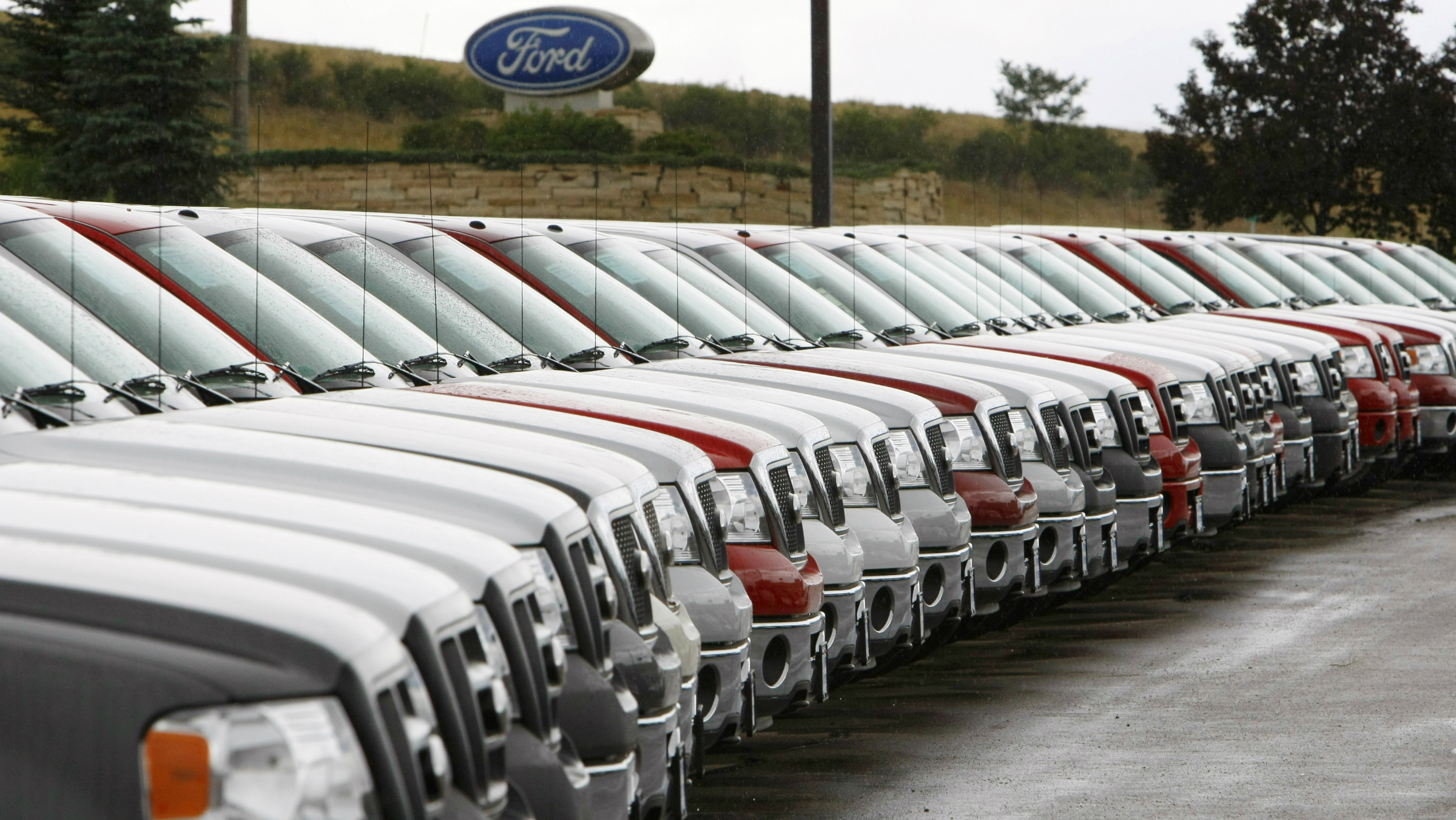 A long line of Ford trucks for sale are seen at a Ford dealership in Broomfield, Colorado July 23, 2008. Ford Motor Co is expected to detail plans on July 24, 2008 for building more fuel-efficient cars in North America and expand its buyout program for hourly workers as it reports a quarterly loss amid a deep industry slump in demand. REUTERS/Rick Wilking