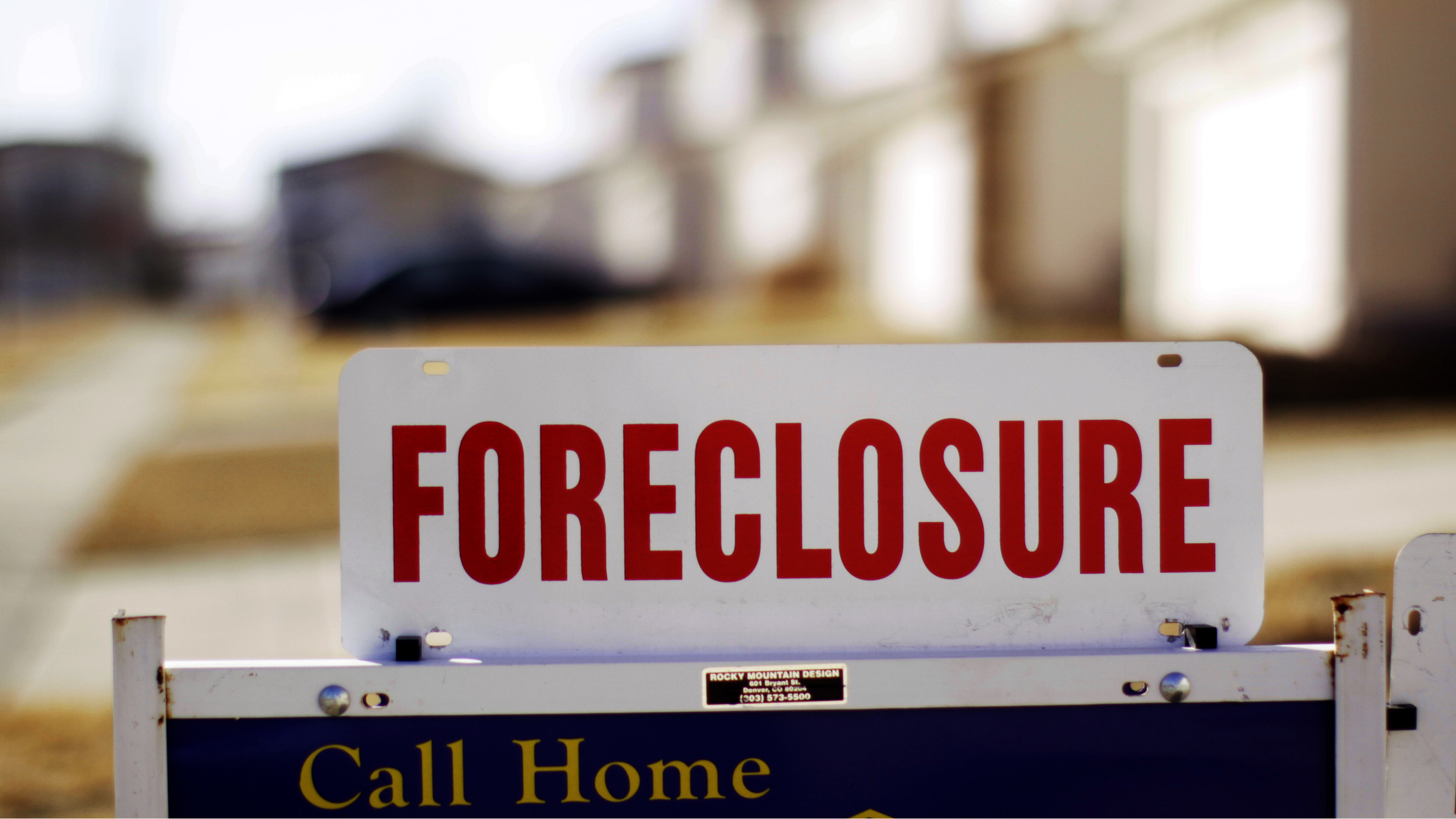 """The sign for a foreclosed house for sale sits at the property in Denver, Colorado March 4, 2009. The Obama administration on Wednesday launched a $75 billion foreclosure relief plan, as new data showed one in five U.S. homeowners with mortgages owe more than their house is worth. The mortgage plan, part of a $275 billion housing stimulus program announced last month, enables struggling homeowners to modify loans even if they are """"under water."""" REUTERS/Rick Wilking"""