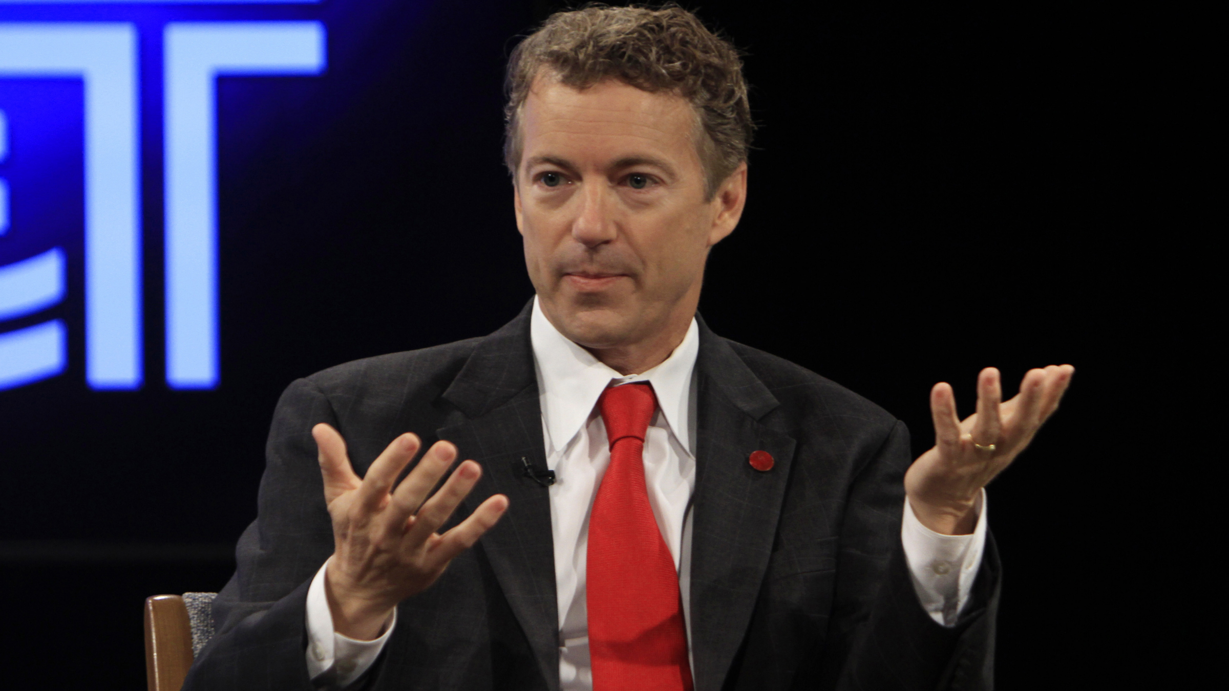 Republican U.S. Senate candidate Rand Paul gestures as he talks with Democratic U.S. Senate candidate Jack Conway before the last of their four debates at the Kentucky Education Television network headquarters in Lexington, Kentucky October 25, 2010. REUTERS/John Sommers II