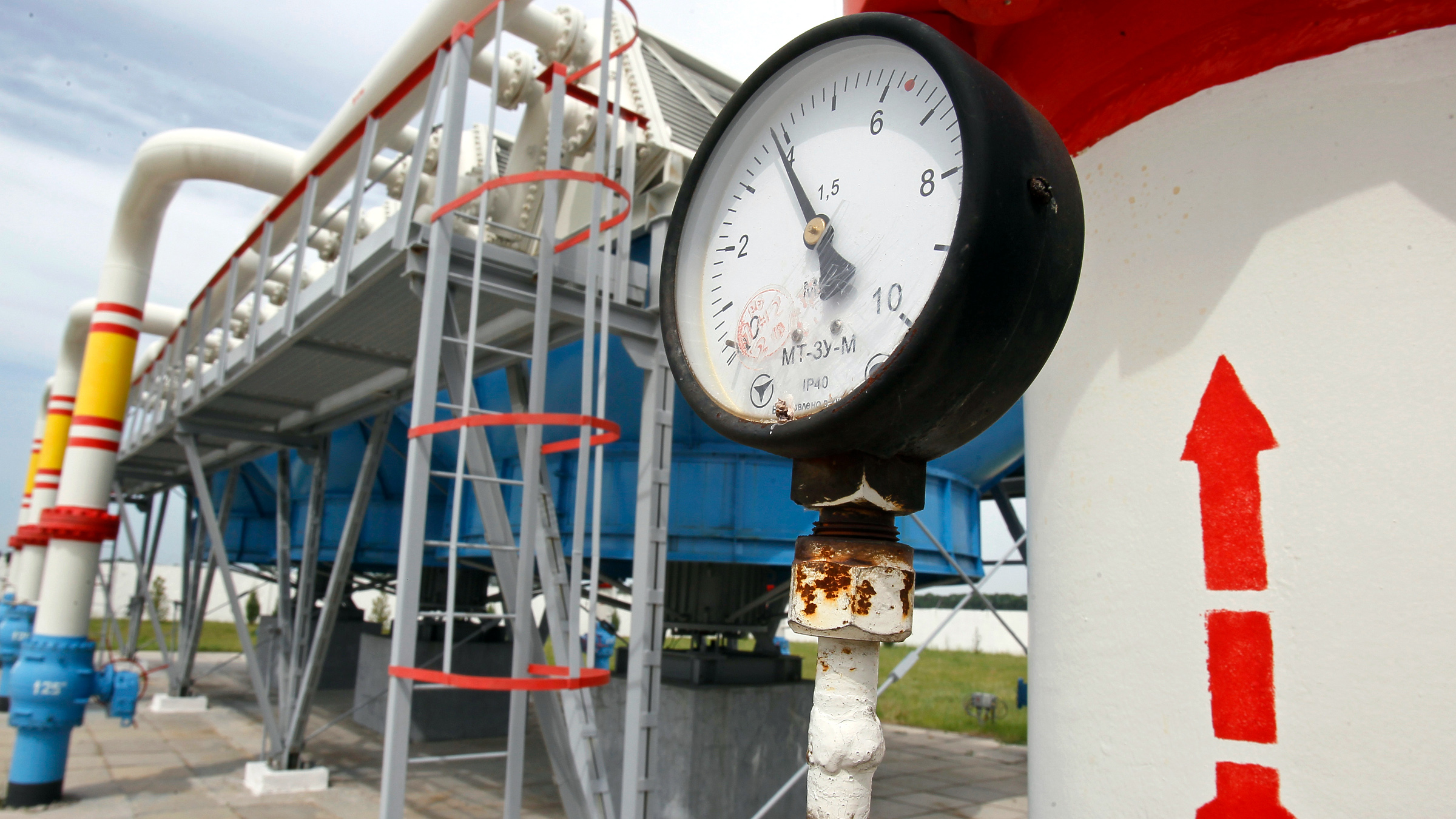 A pressure gauge is seen at an underground gas storage facility in the village of Mryn, 120 km (75 miles) north of Kiev May 21, 2013. Ukraine's government asked parliament in April to lift a ban on the privatization of gas pipelines that pump Russian gas to Europe, which could allow Kiev to sell or lease them to Moscow in return for cheaper gas supplies.