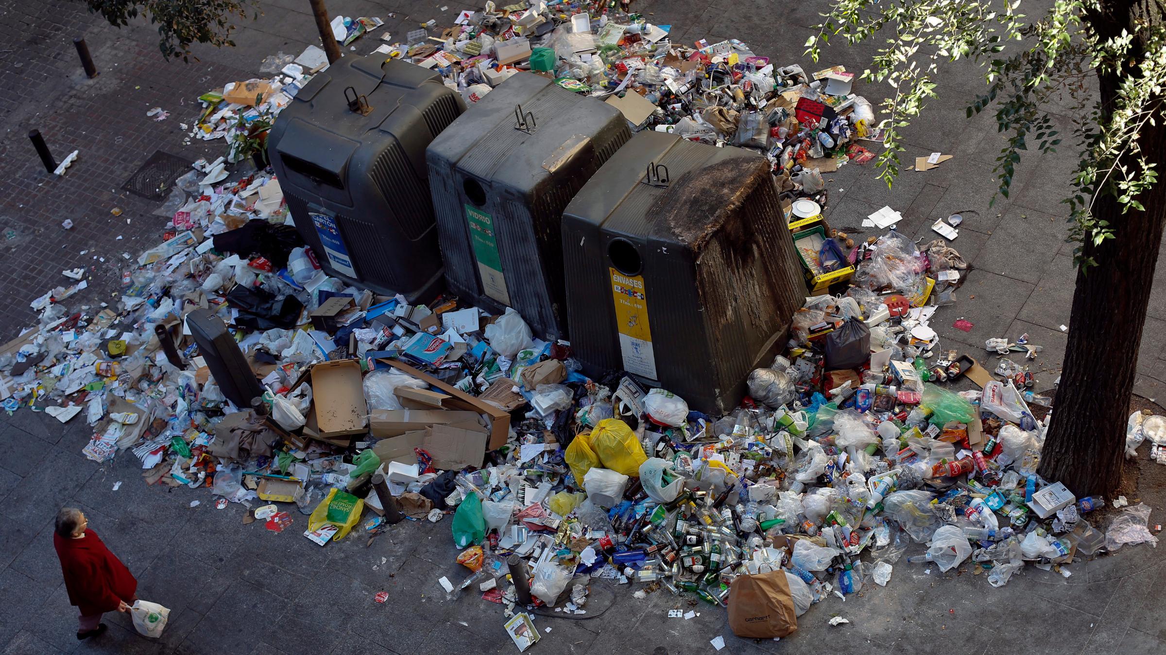 Madrid garbage street cleaner strike