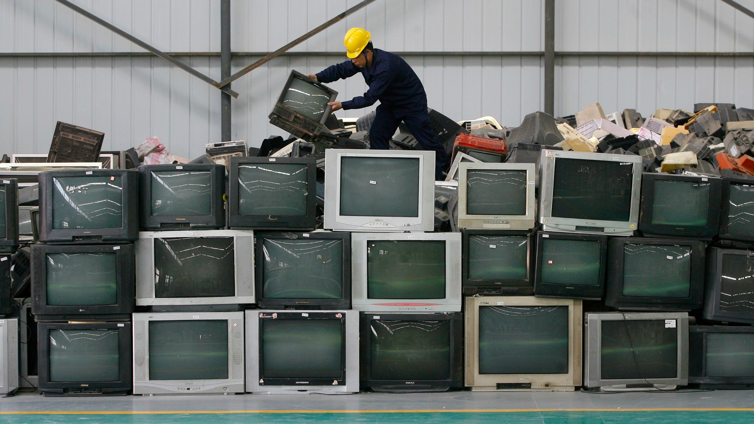 The Indian Company Turning E Waste Into Mounds Of Profit Quartz Used Computer Circuit Board Recycling Machine Buy