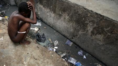 A Nigerian child squats by an open sewer in the neighbourhood of Isale-Eko in central Lagos, April 14, 2007. With unrivalled funds and powers of incumbency, analysts say Nigeria's People's Democratic Party should coast to victory in elections that began in Africa's most populous nation on Saturday. But endemic corruption, failure to deliver basic services and deteriorating security have boosted the chances of the opposition in many states. REUTERS/Finbarr O'Reilly