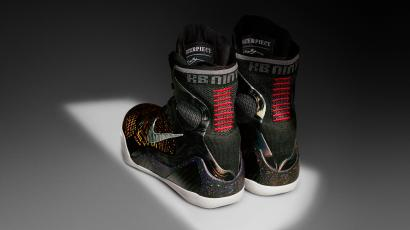 487a795a5b01 China s favorite basketball star unveils the Nike Kobe 9 Elite shoe ...