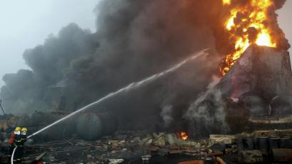 Fightfighters try to put out a fire at a chemical plant in Yanshi, Henan province July 15, 2009. A chemical plant explosion in central China's Henan Province early Wednesday has killed a factory worker and hospitalized 108 others, Xinhua News Agency reported. REUTERS/Carlf Zhang
